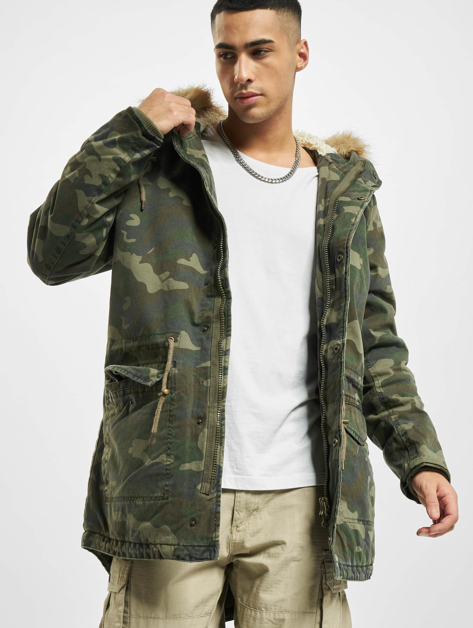 Urban Classics Männer Mantel Garment Washed Camo in camouflage