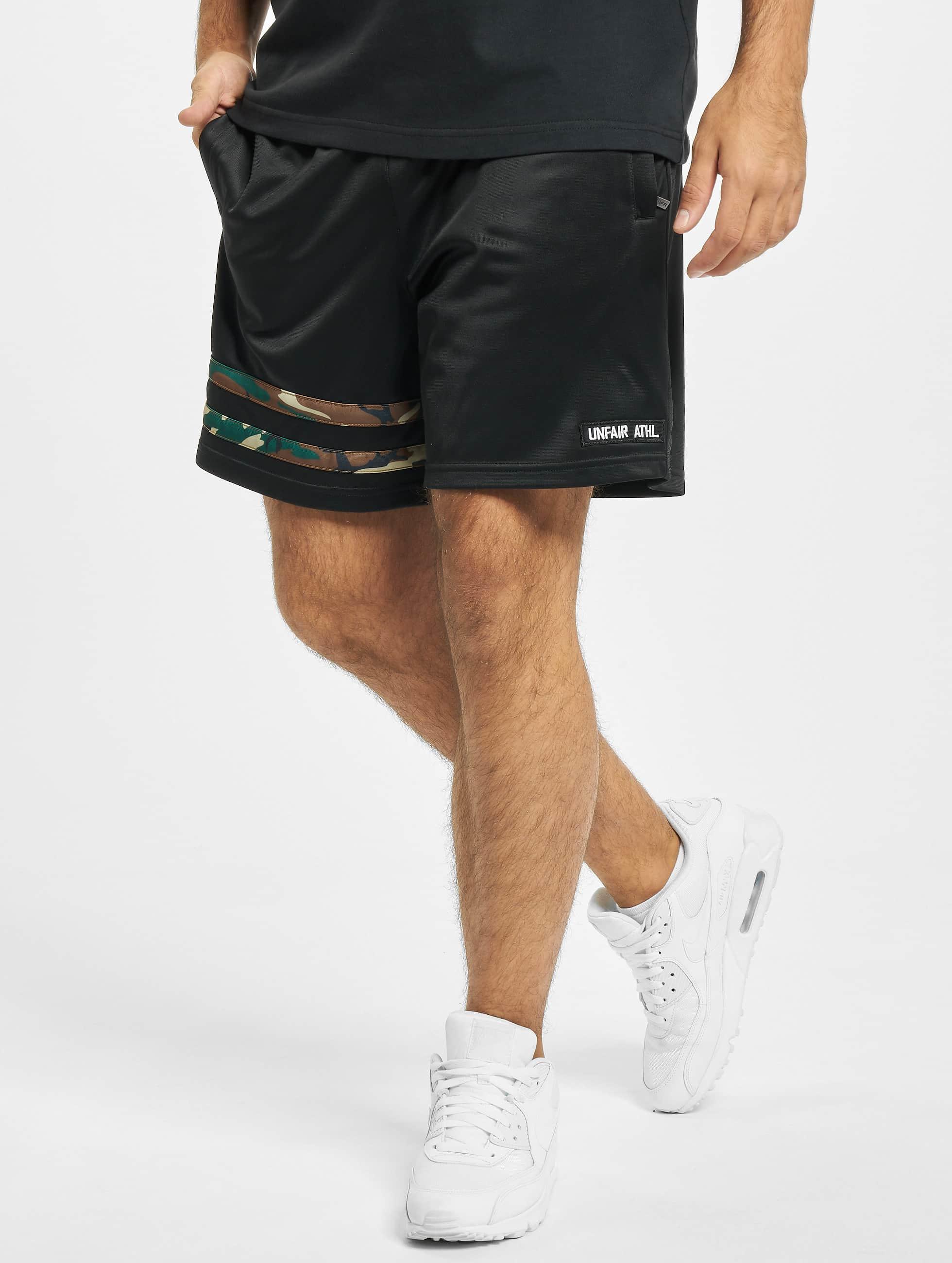 UNFAIR ATHLETICS Männer Shorts DMWU in schwarz