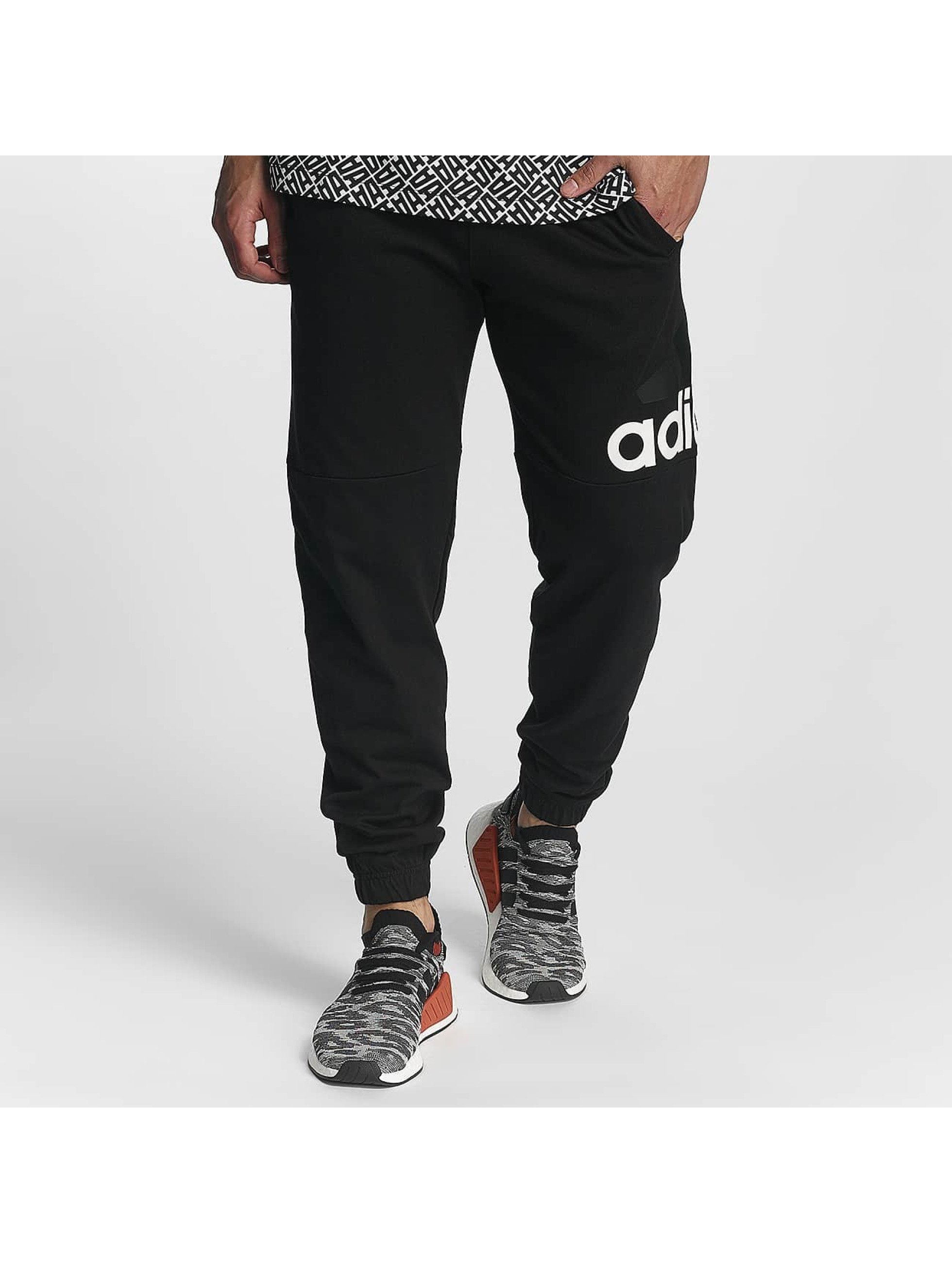 adidas Performance Männer Jogginghose Essentials Logo in schwarz
