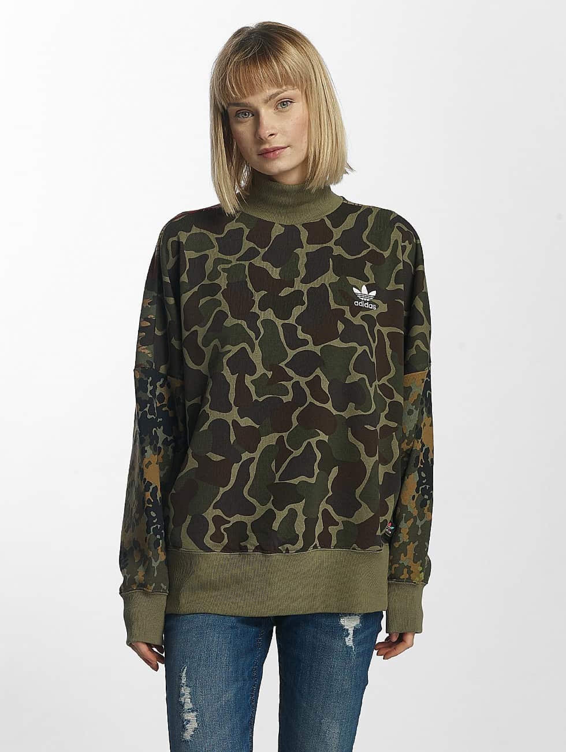 best sneakers a4ba1 a0e3a adidas originals Yläosat   PW HU Hikingg Puserot   camouflage 369419