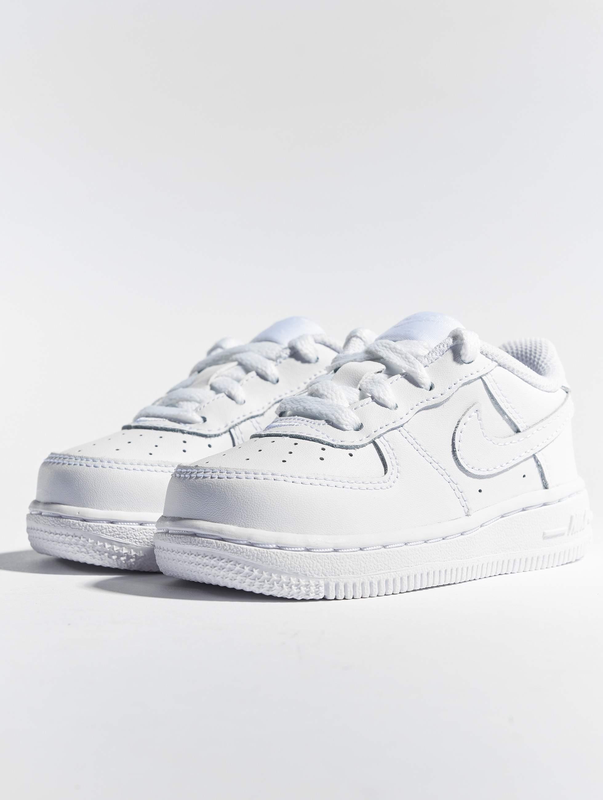 baskets flexfit nike garcons blanche