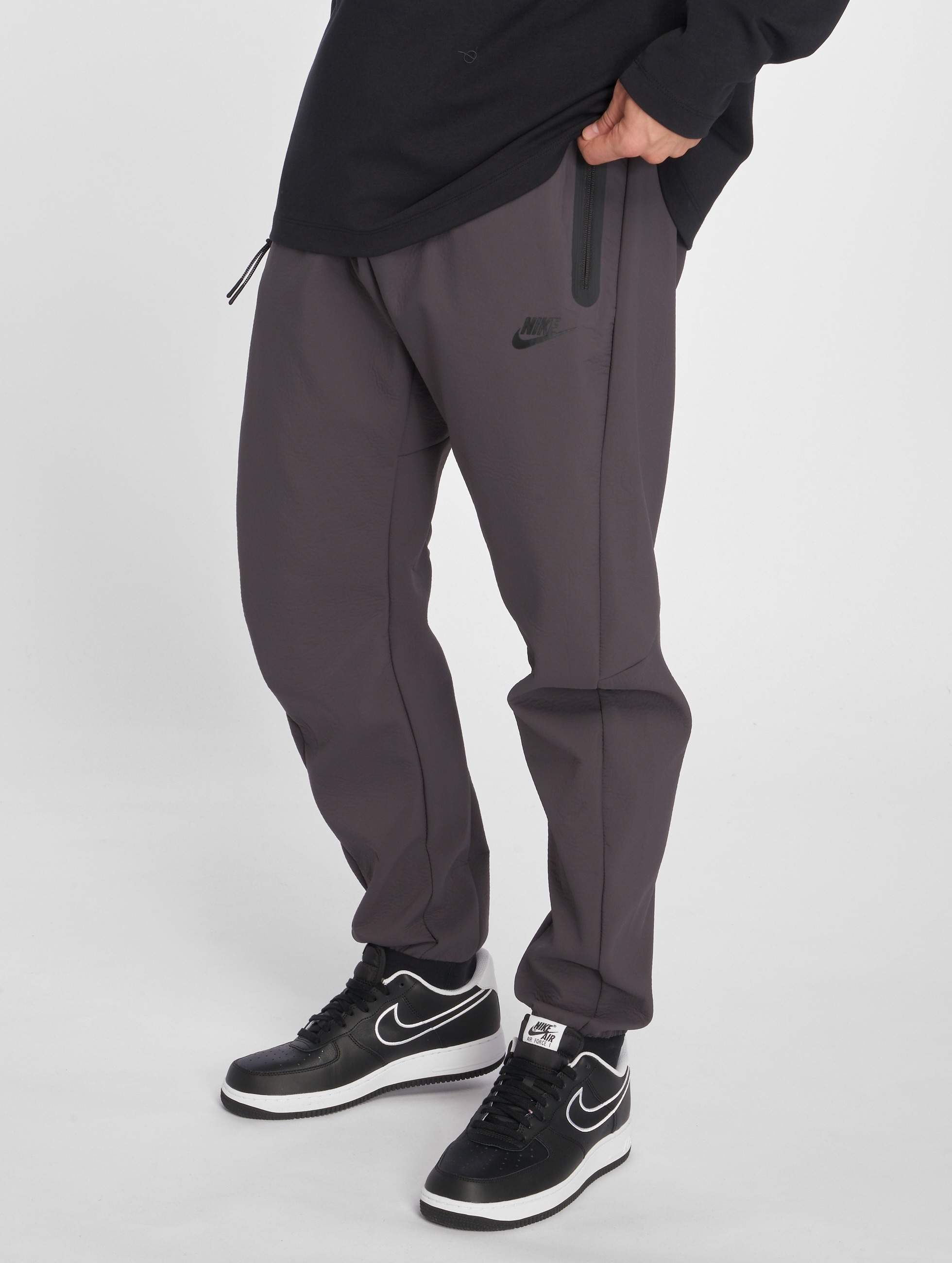 4eec6d2183c Nike broek / joggingbroek Tech Pack in grijs 502286