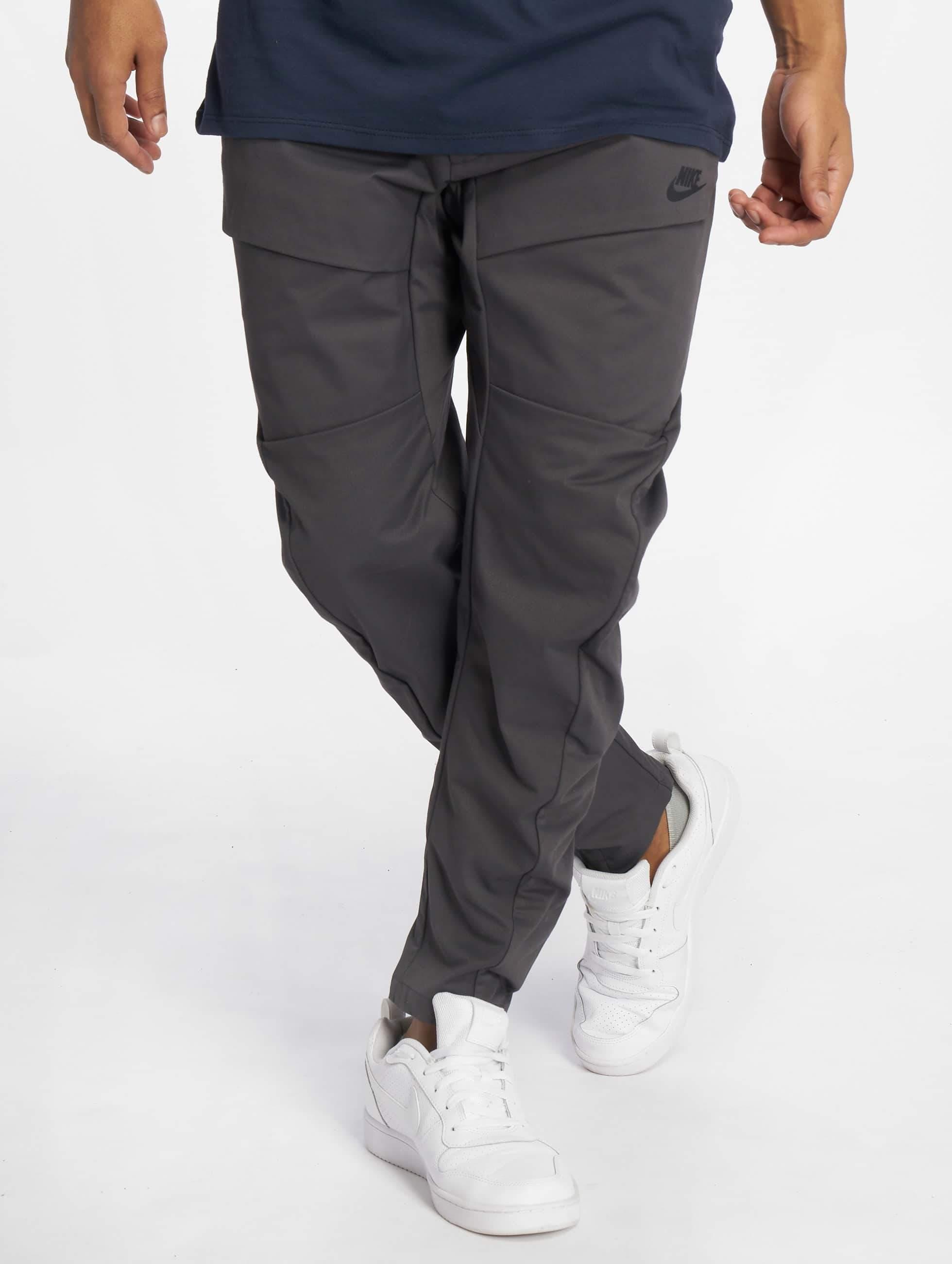 595cae9a240 Nike broek / joggingbroek Sportswear Tech Pack in grijs 540499