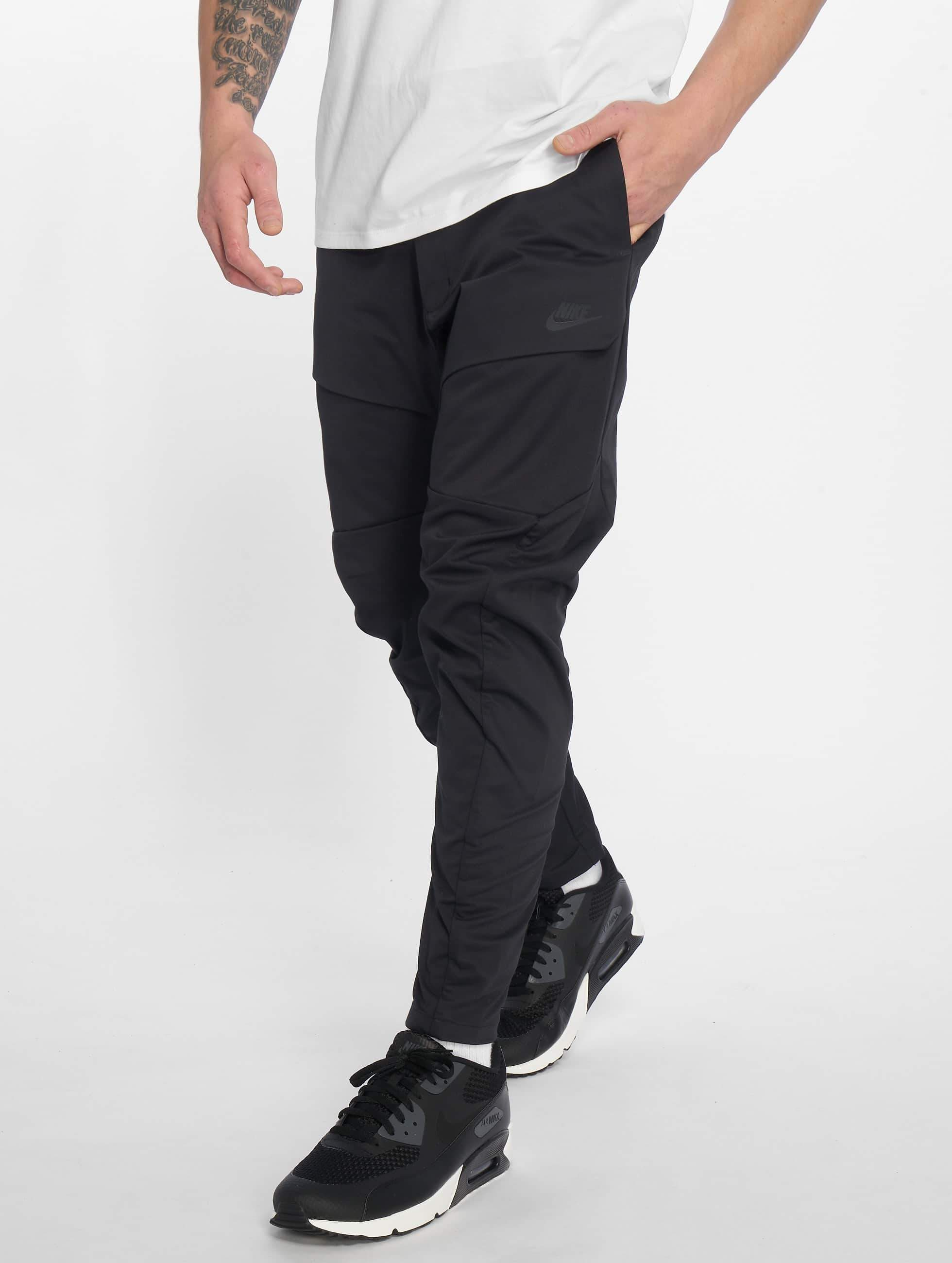 fa1a0497cbb26 Nike Herren Jogginghose Tech Pack in schwarz 540503
