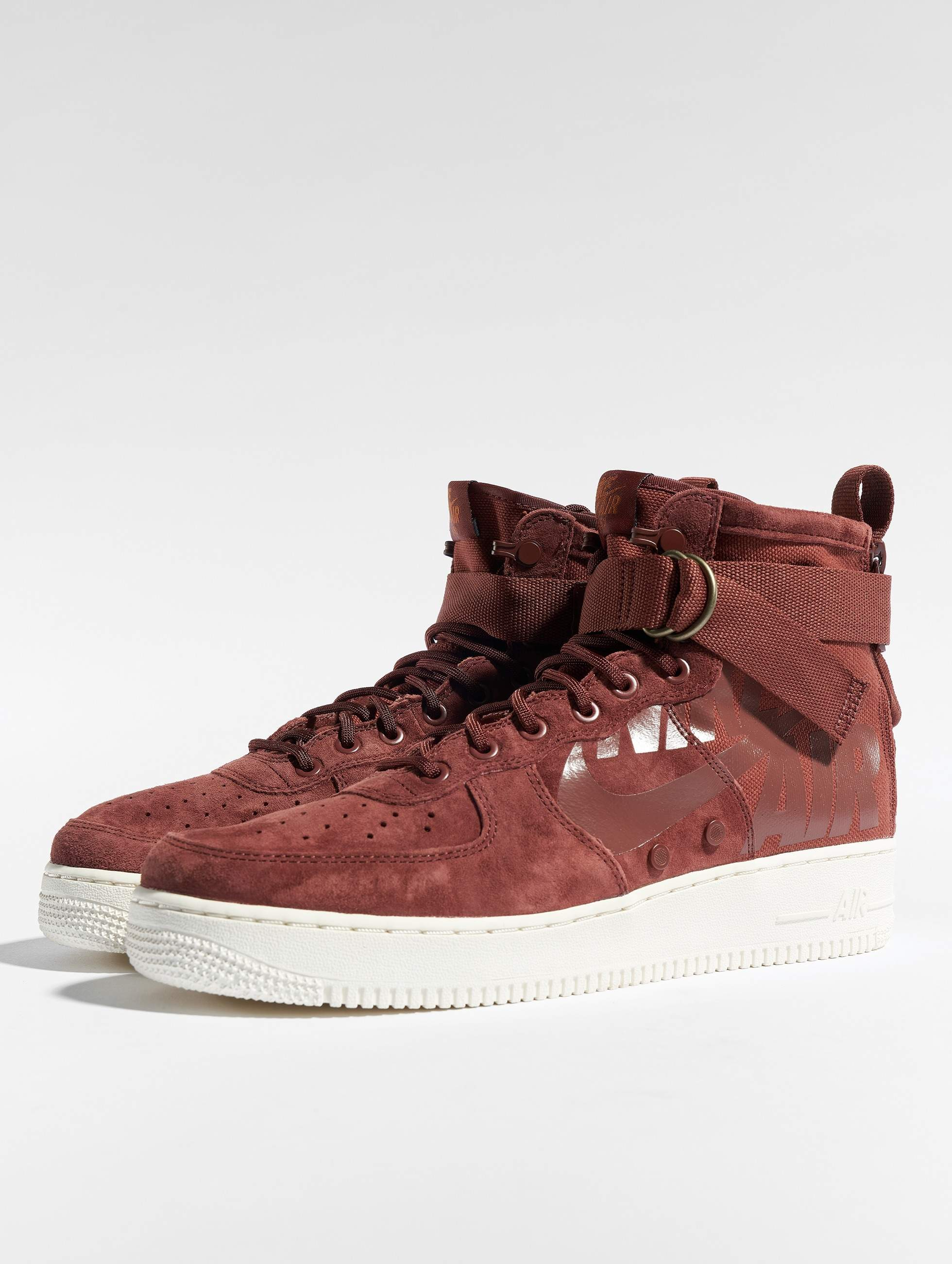 6f3fc2922d0 Nike schoen / sneaker Sf Air Force 1 Mid in bruin 536874