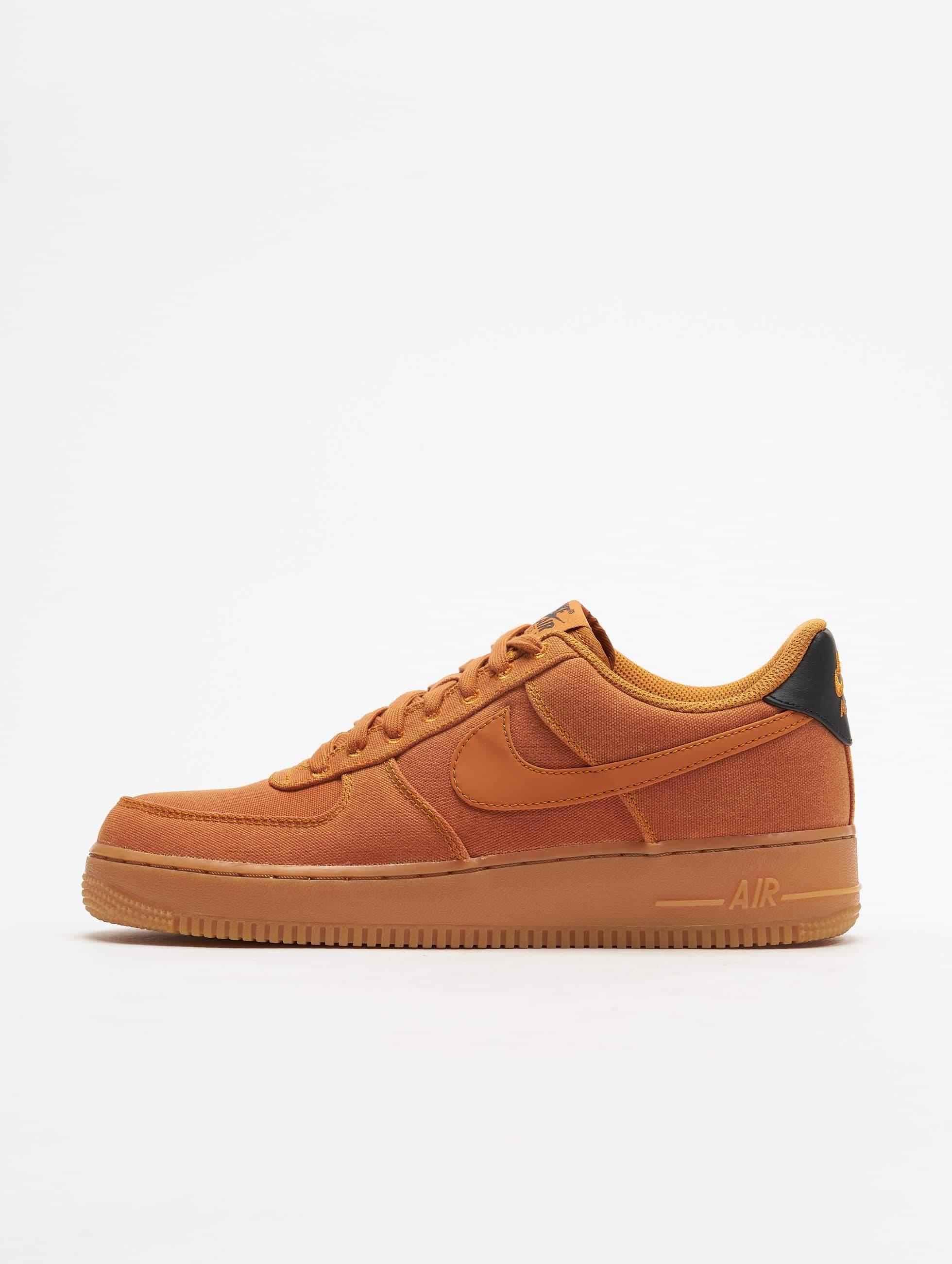 723db388acf Nike schoen / sneaker Air Force 1 07 LV8 in bruin 538111