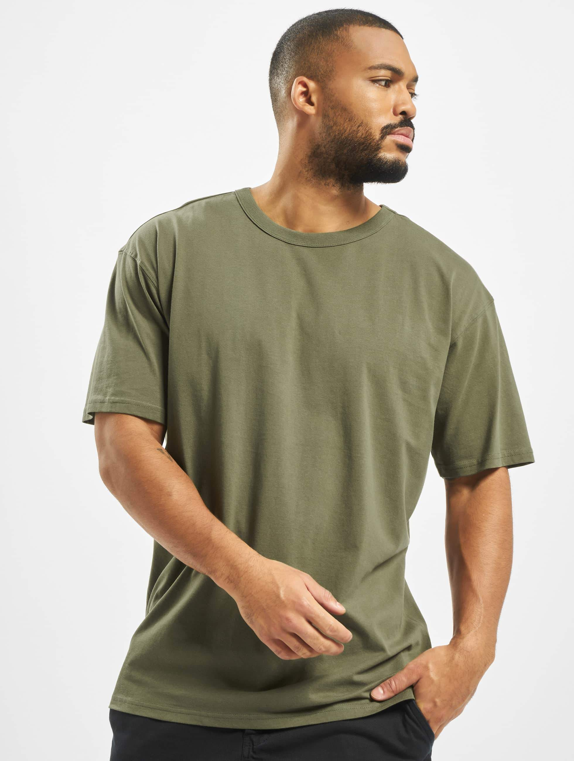 urban classics herren t shirt oversized in olive 305447. Black Bedroom Furniture Sets. Home Design Ideas