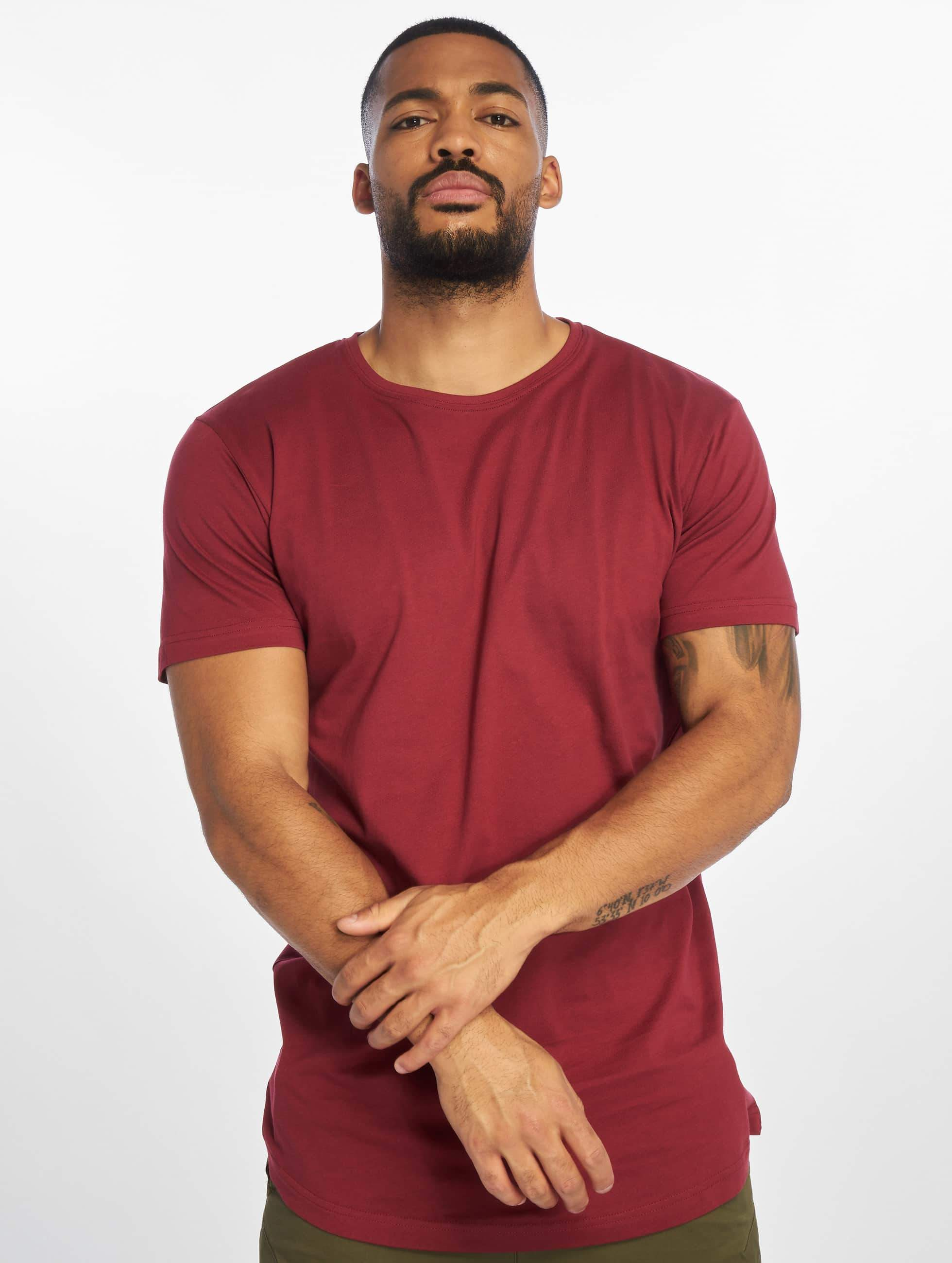 urban classics herren t shirt shaped long in rot 294491. Black Bedroom Furniture Sets. Home Design Ideas