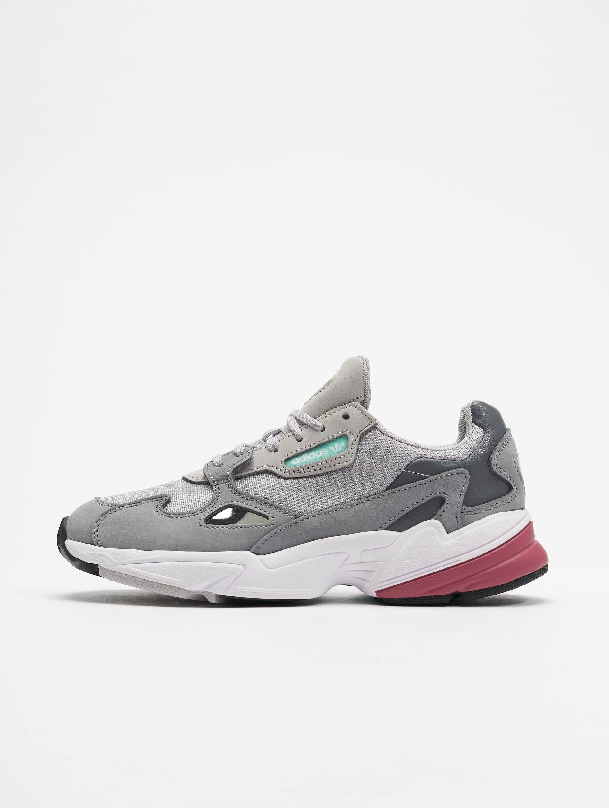 362f14c2c26 adidas originals schoen / sneaker Falcon W in grijs 498380