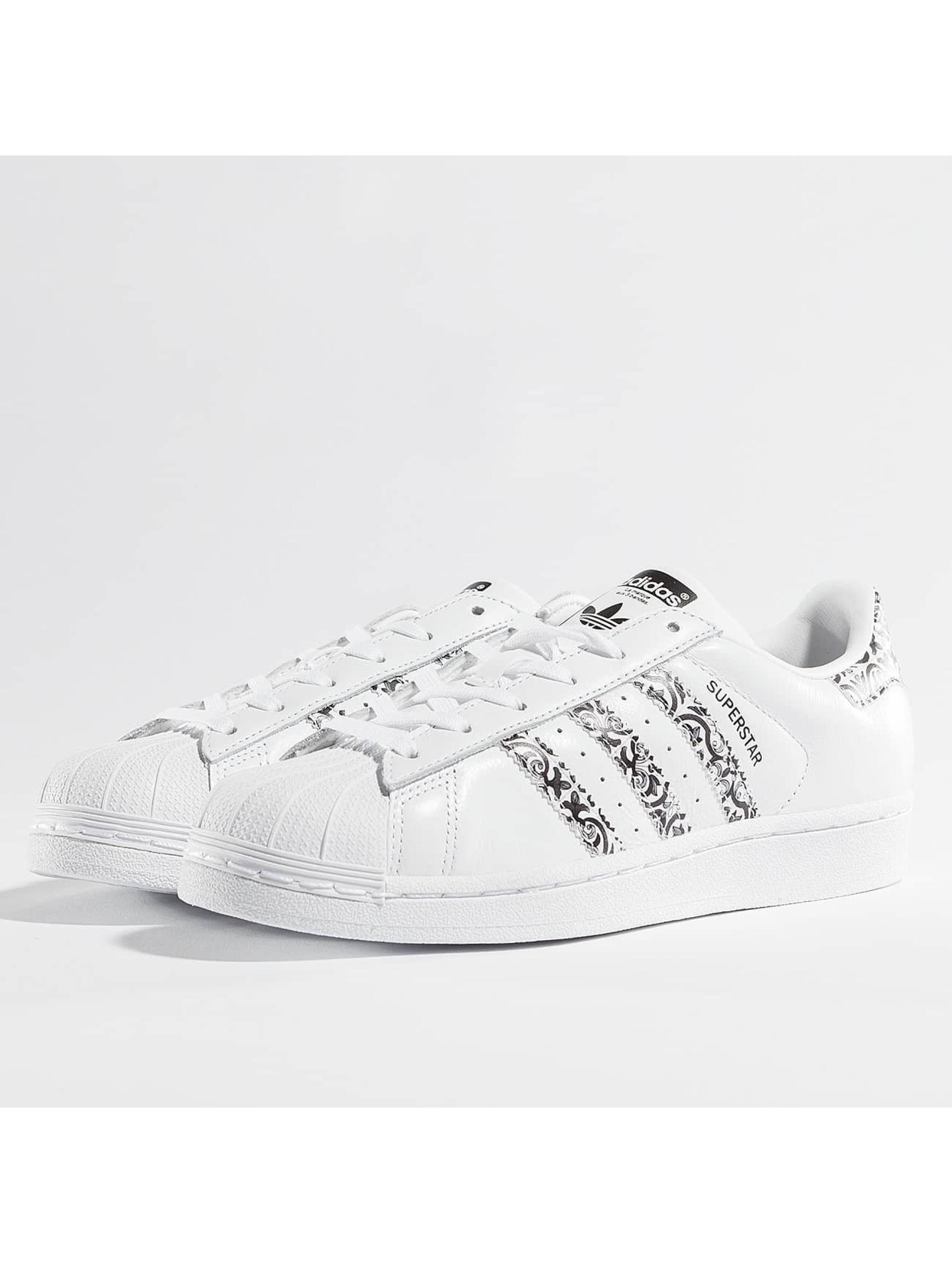 adidas Chaussures / Baskets Superstar W en blanc