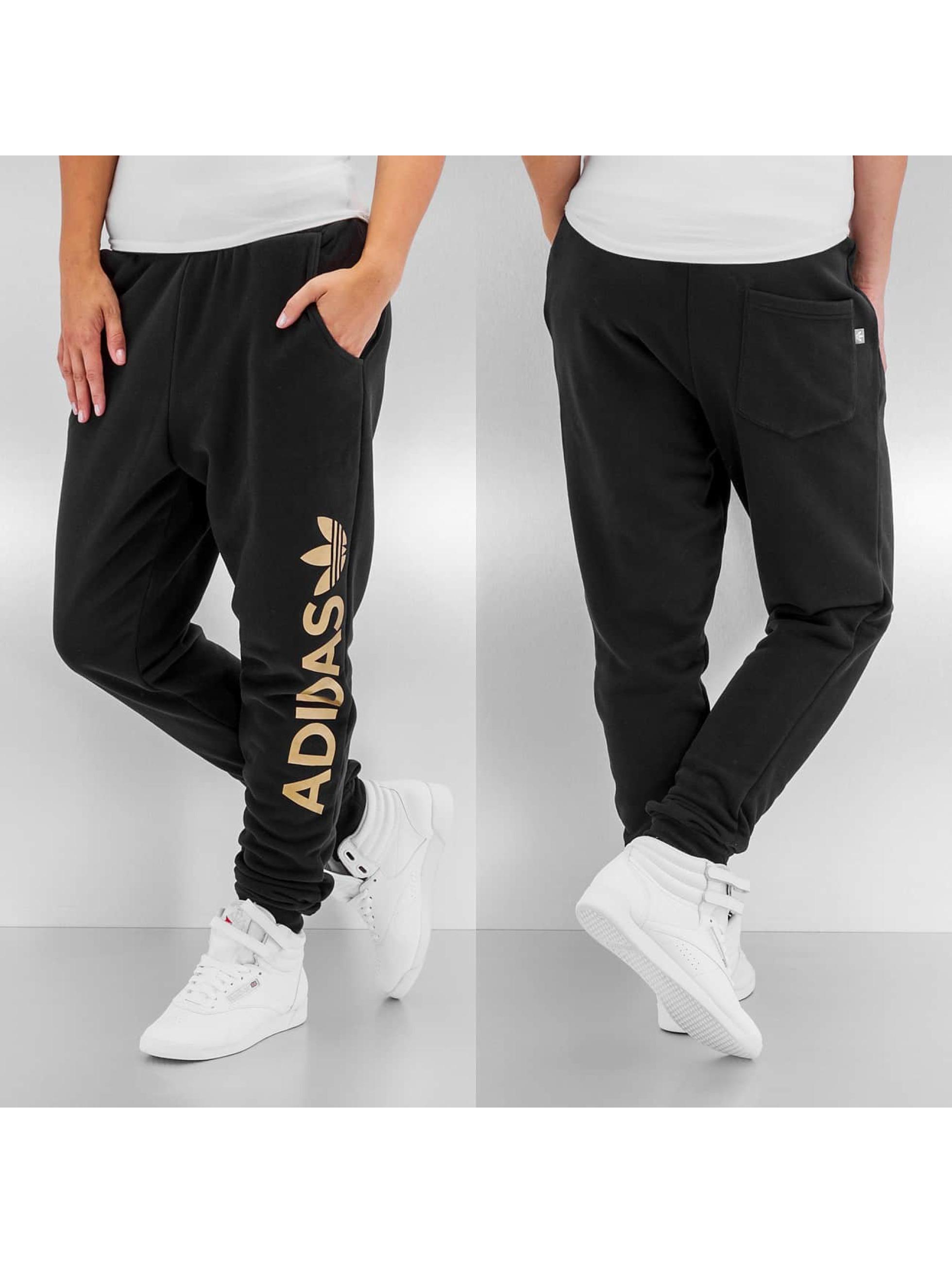 adidas damen jogginghose en baggy in schwarz 231167. Black Bedroom Furniture Sets. Home Design Ideas