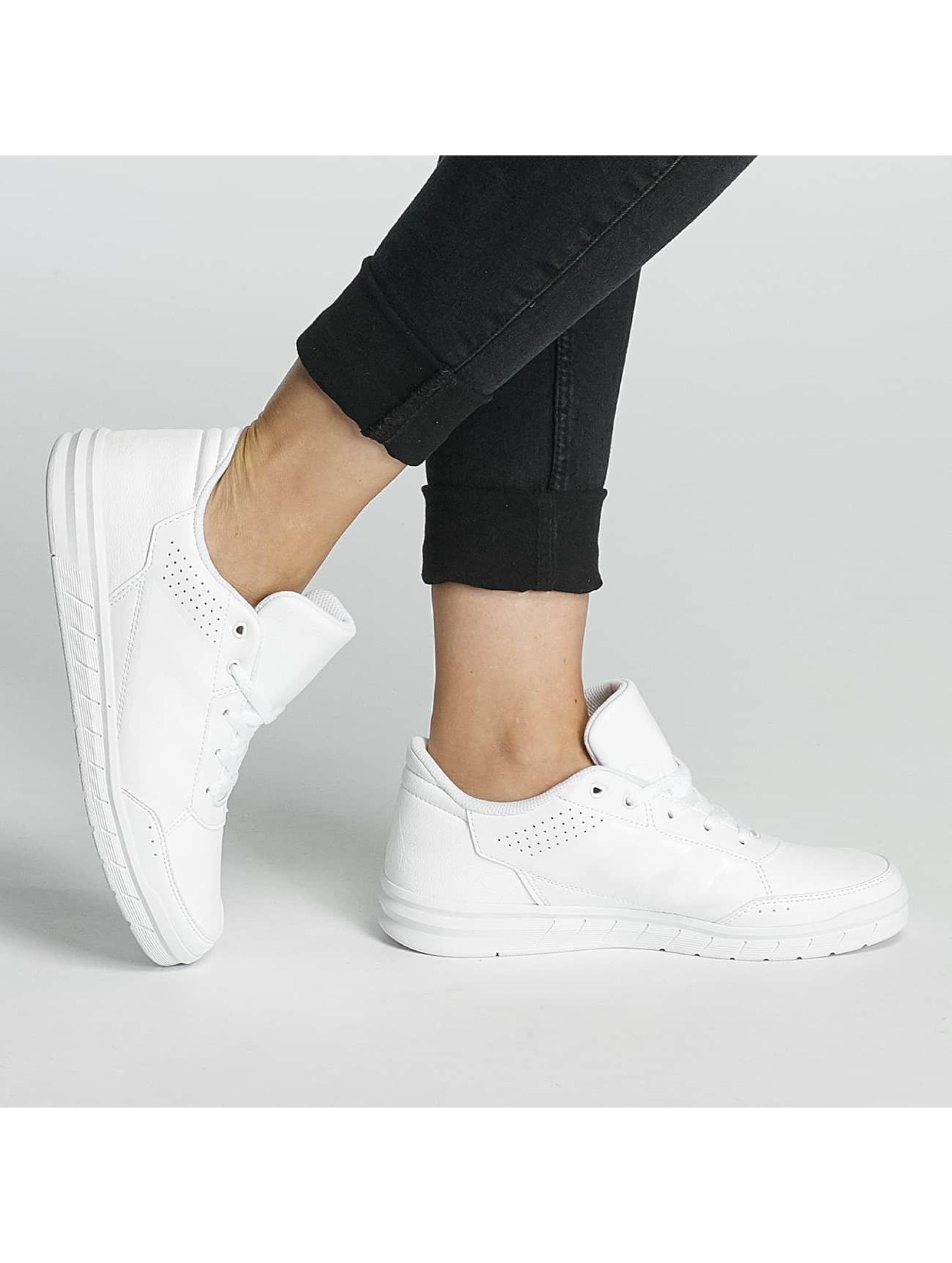 adidas Performance Snejkry Alta Sport bílý