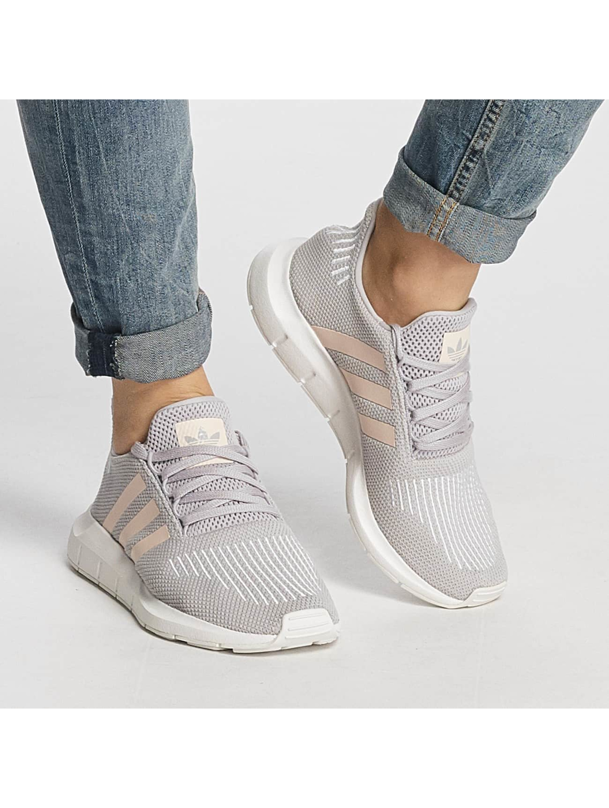 adidas Sneaker Swift Run grau