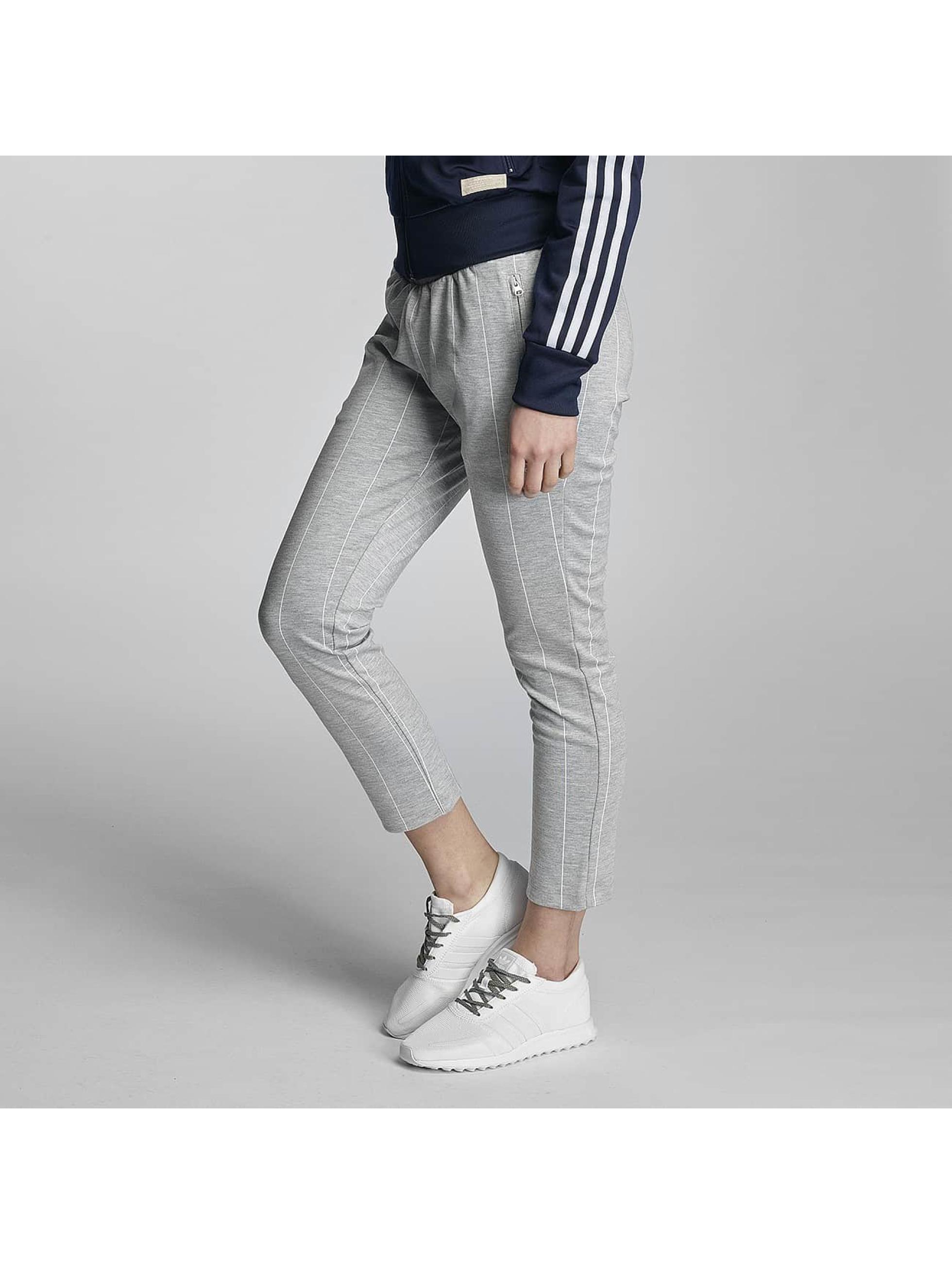 adidas Sweat Pant Cigarette grey