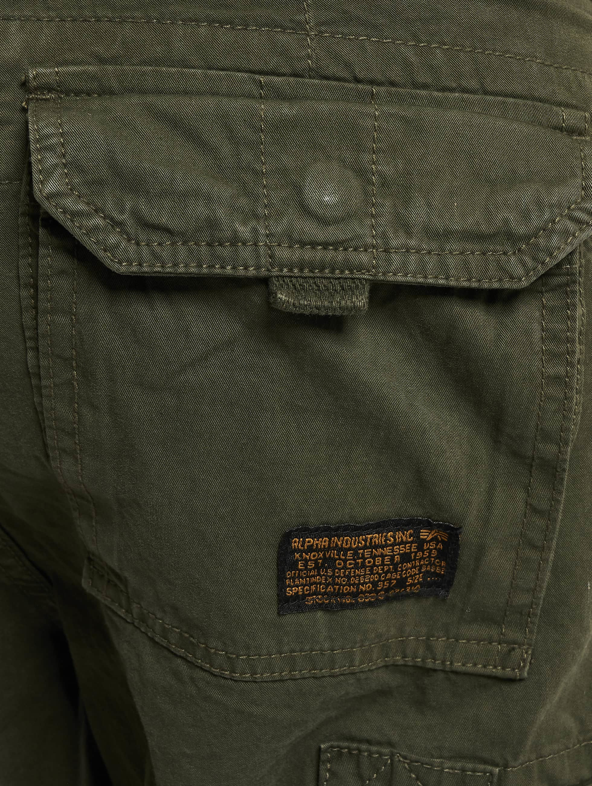 Alpha Industries Shorts 181210 olive