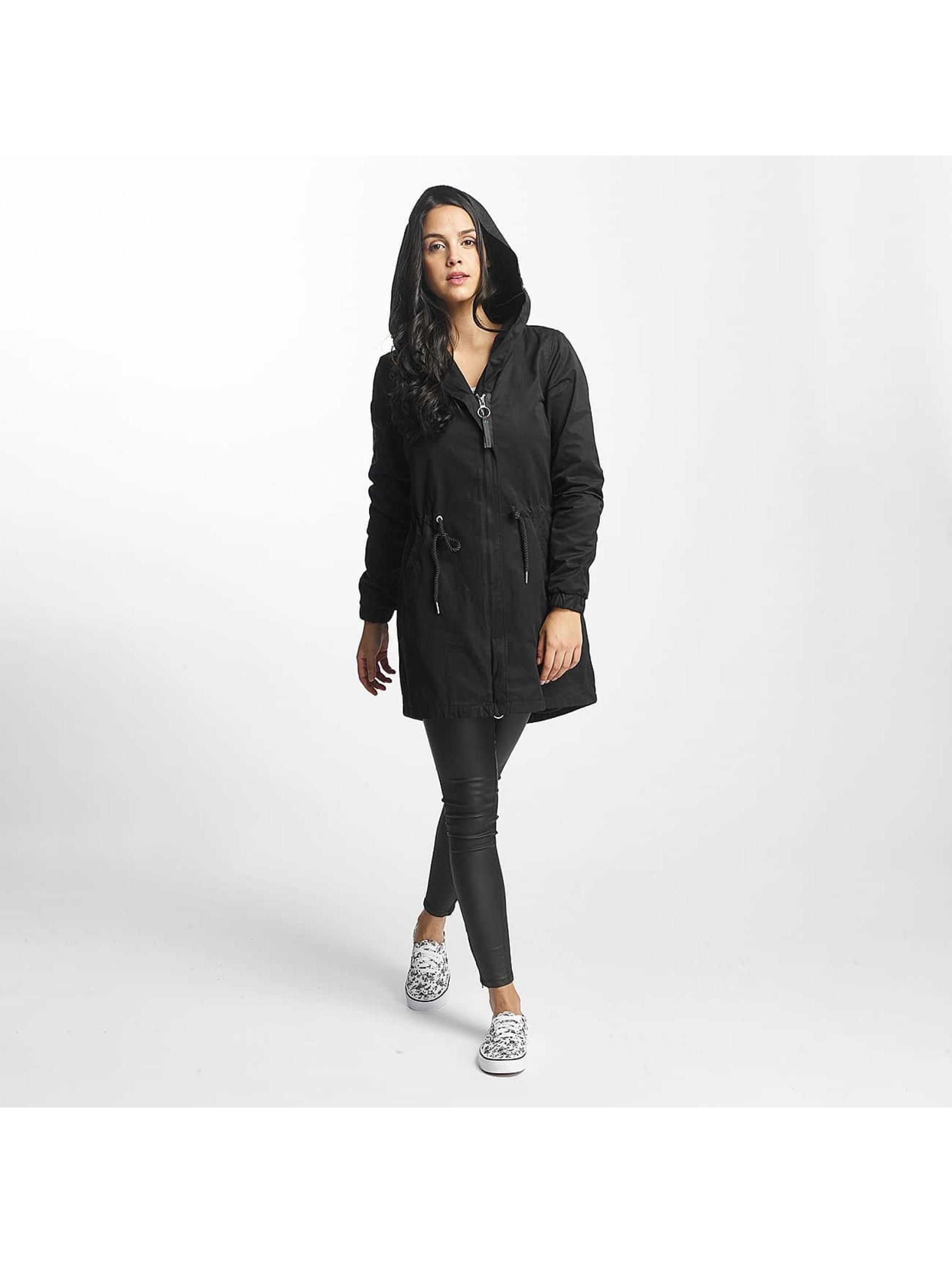 Bench Kabáty Feminine Beltet čern