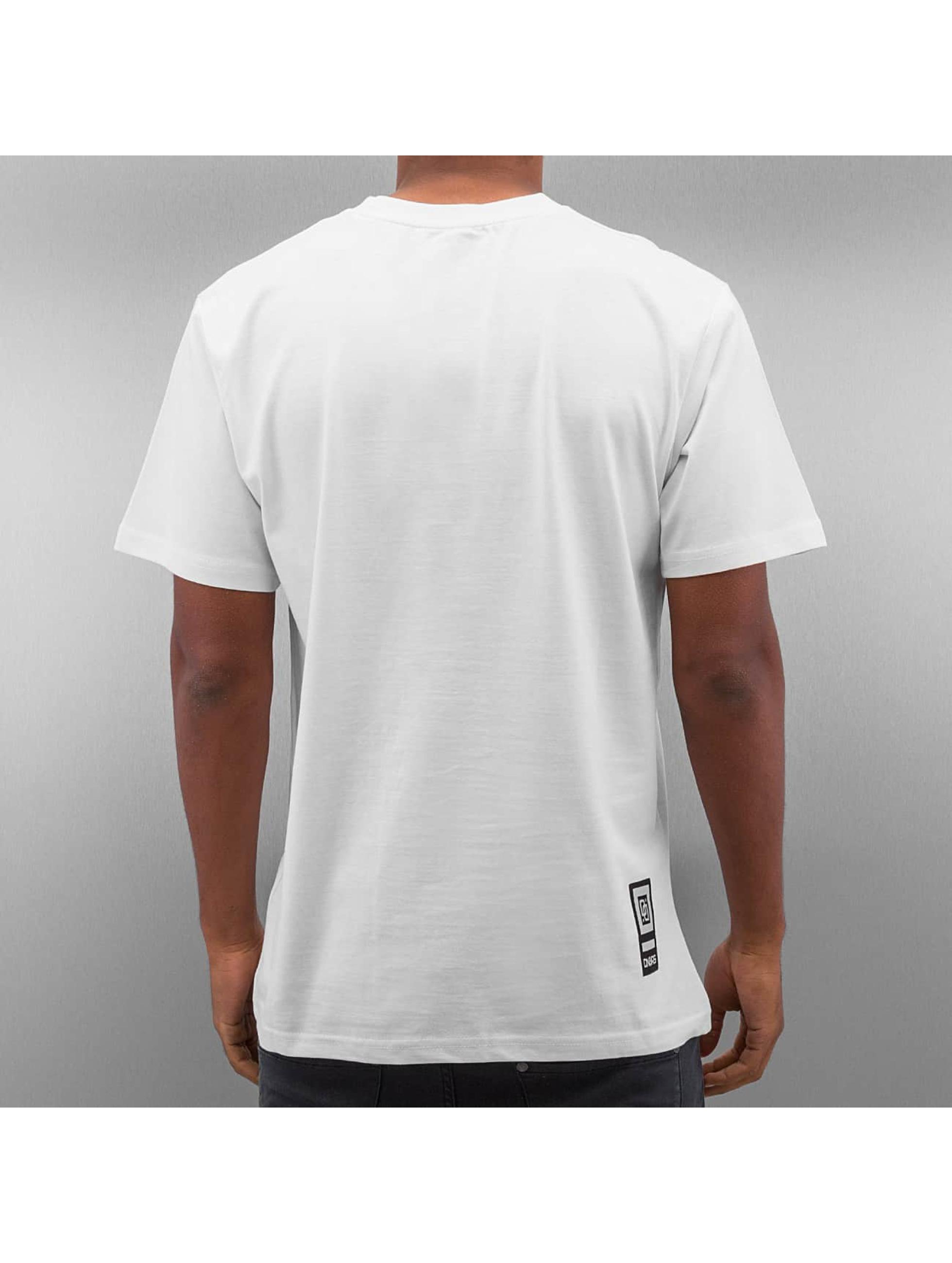 Dangerous DNGRS t-shirt Race City wit