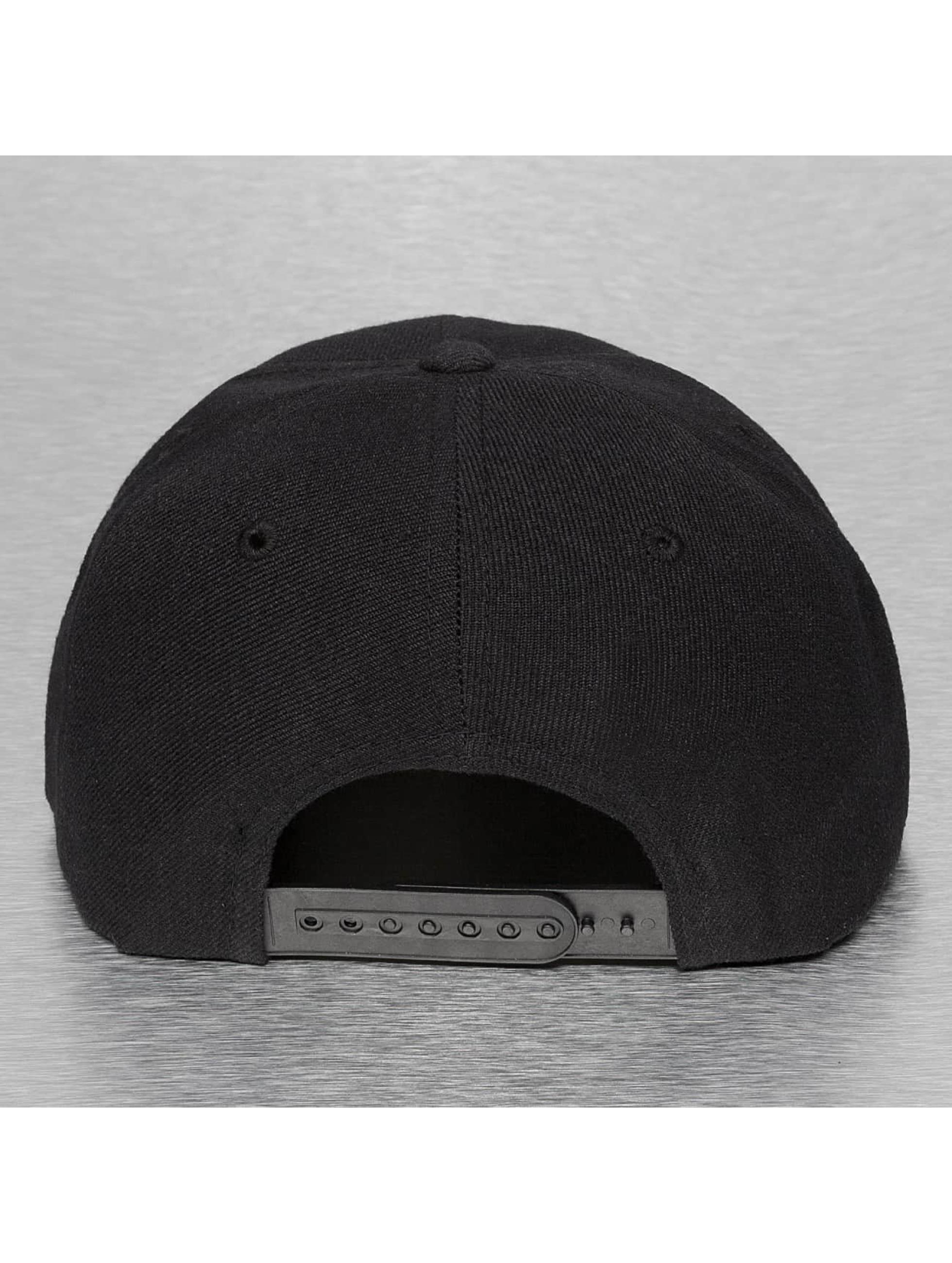 Decky USA Snapback Caps Bandanna musta