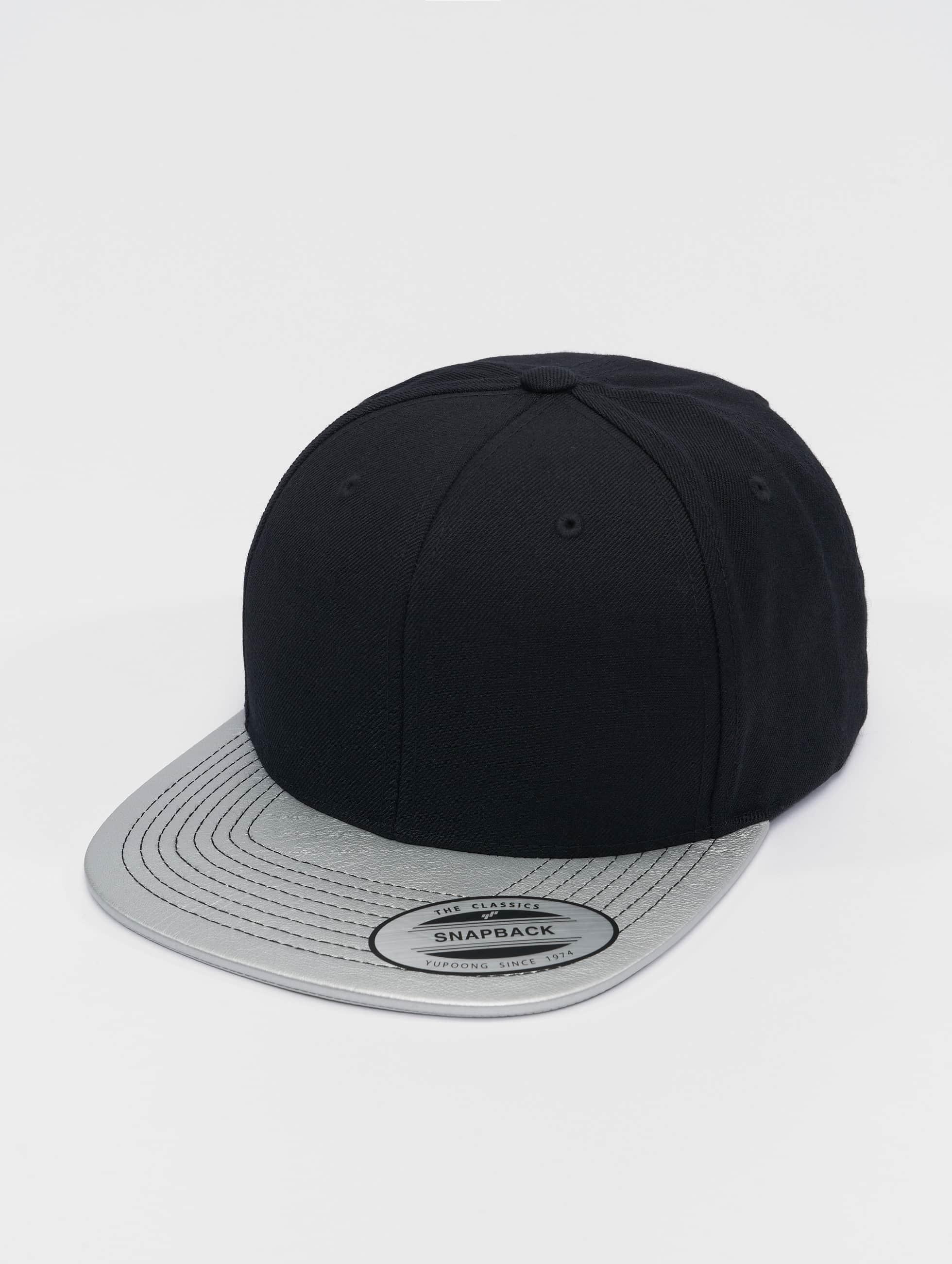 Snapback Cap Metallic Visor in schwarz