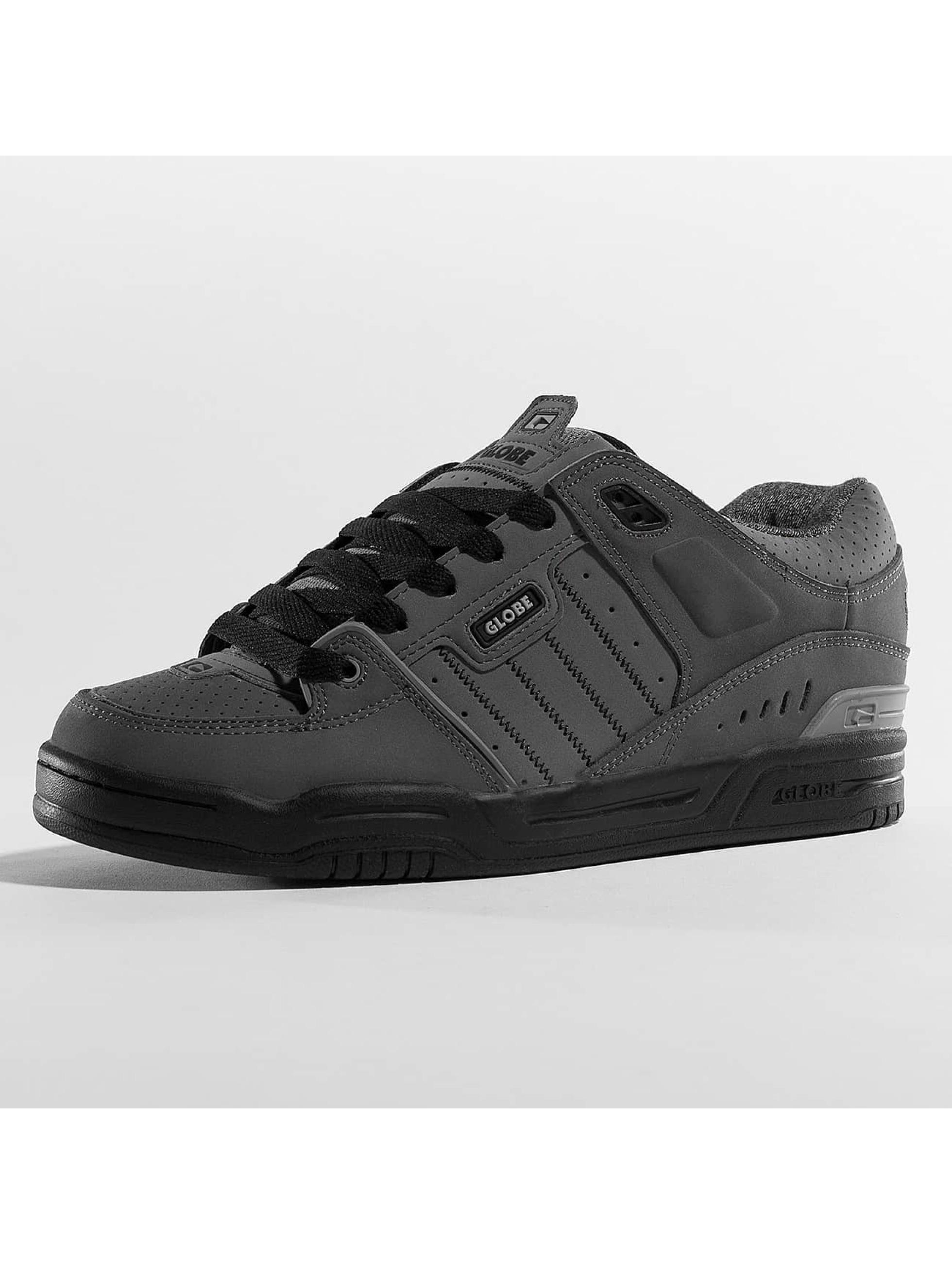 Globe Sneaker Fusion grau