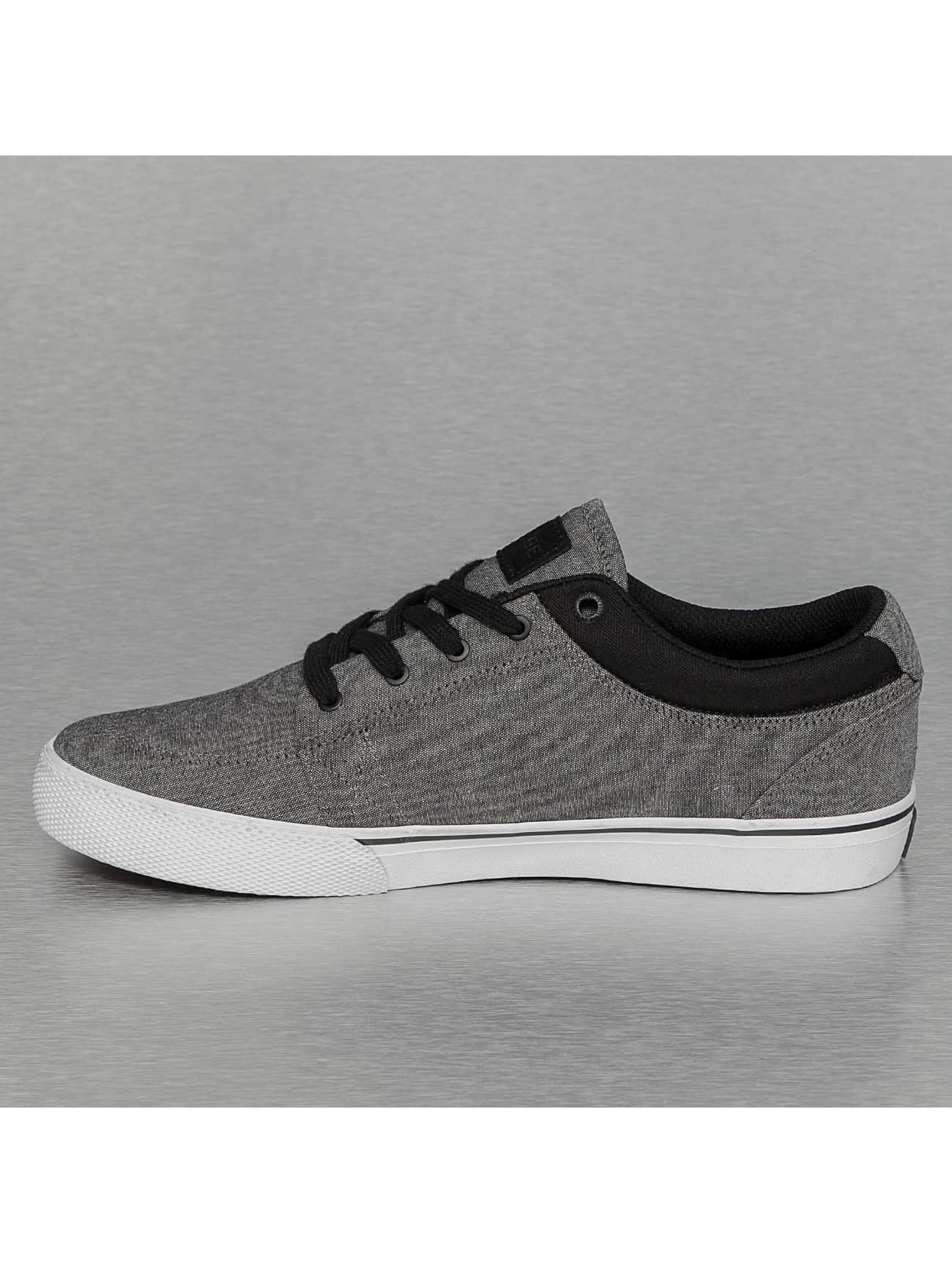 Globe Sneakers GS èierna
