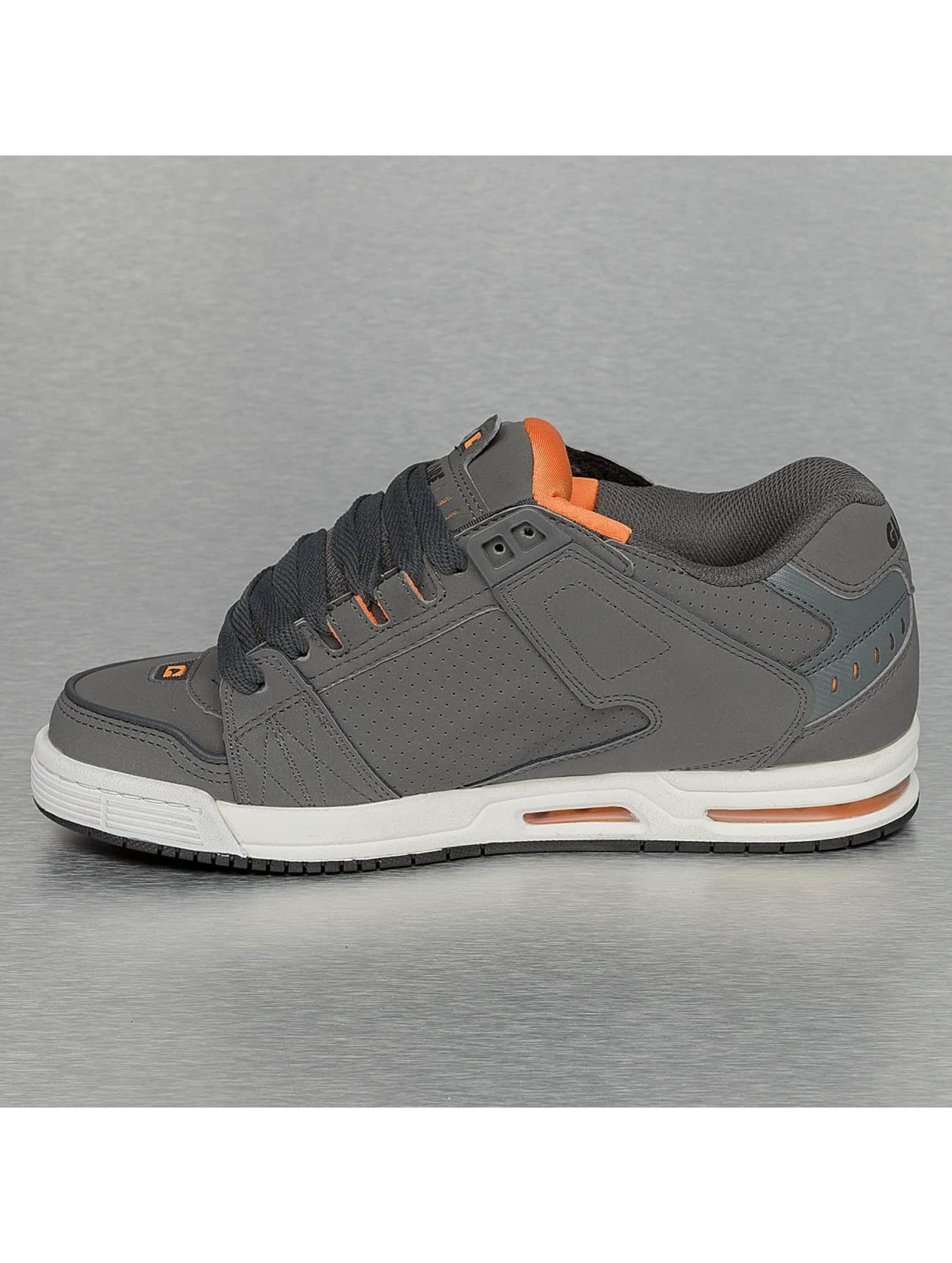 Globe Sneakers Sabre šedá