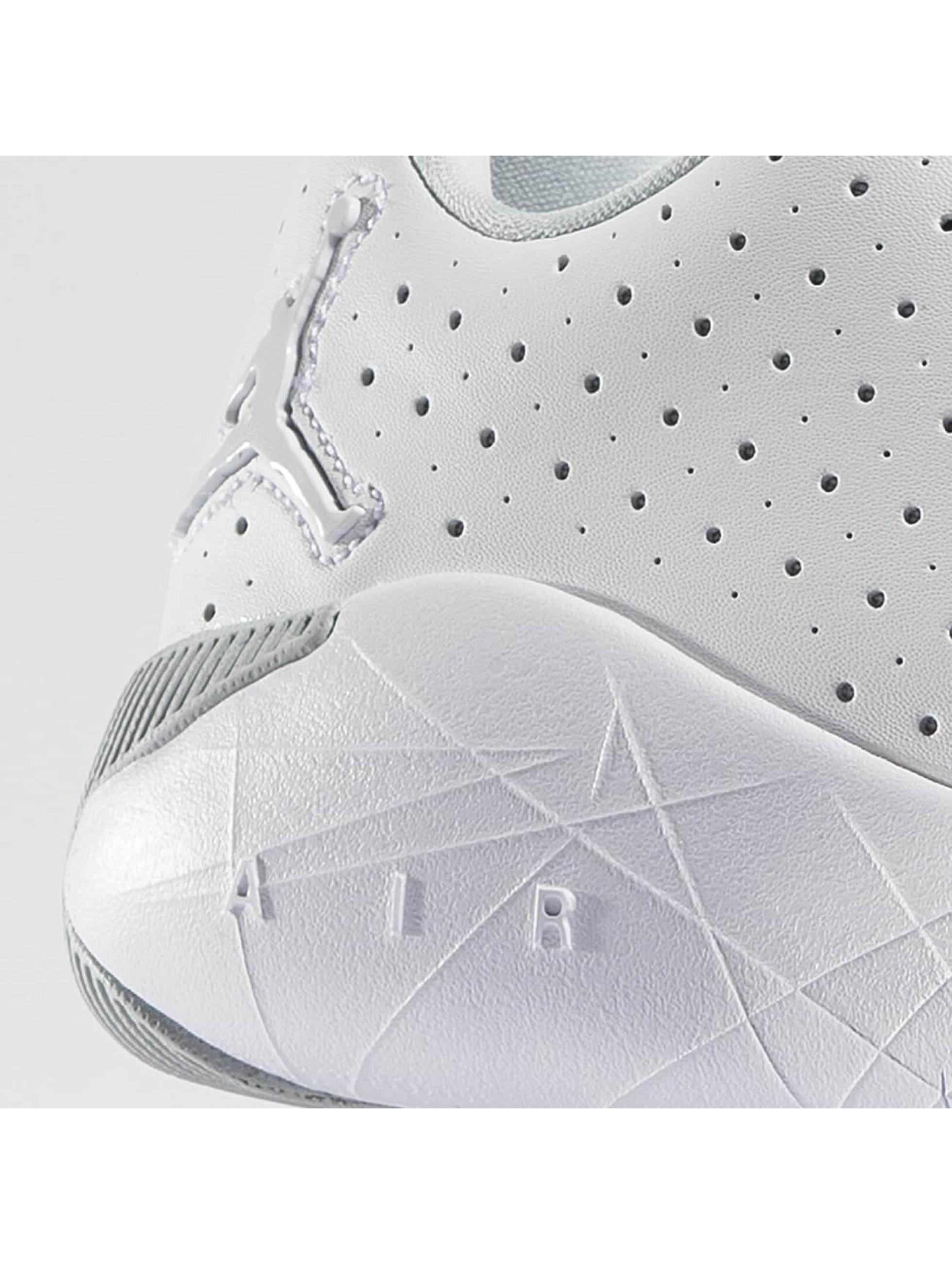 Jordan Sneakers Breakout white