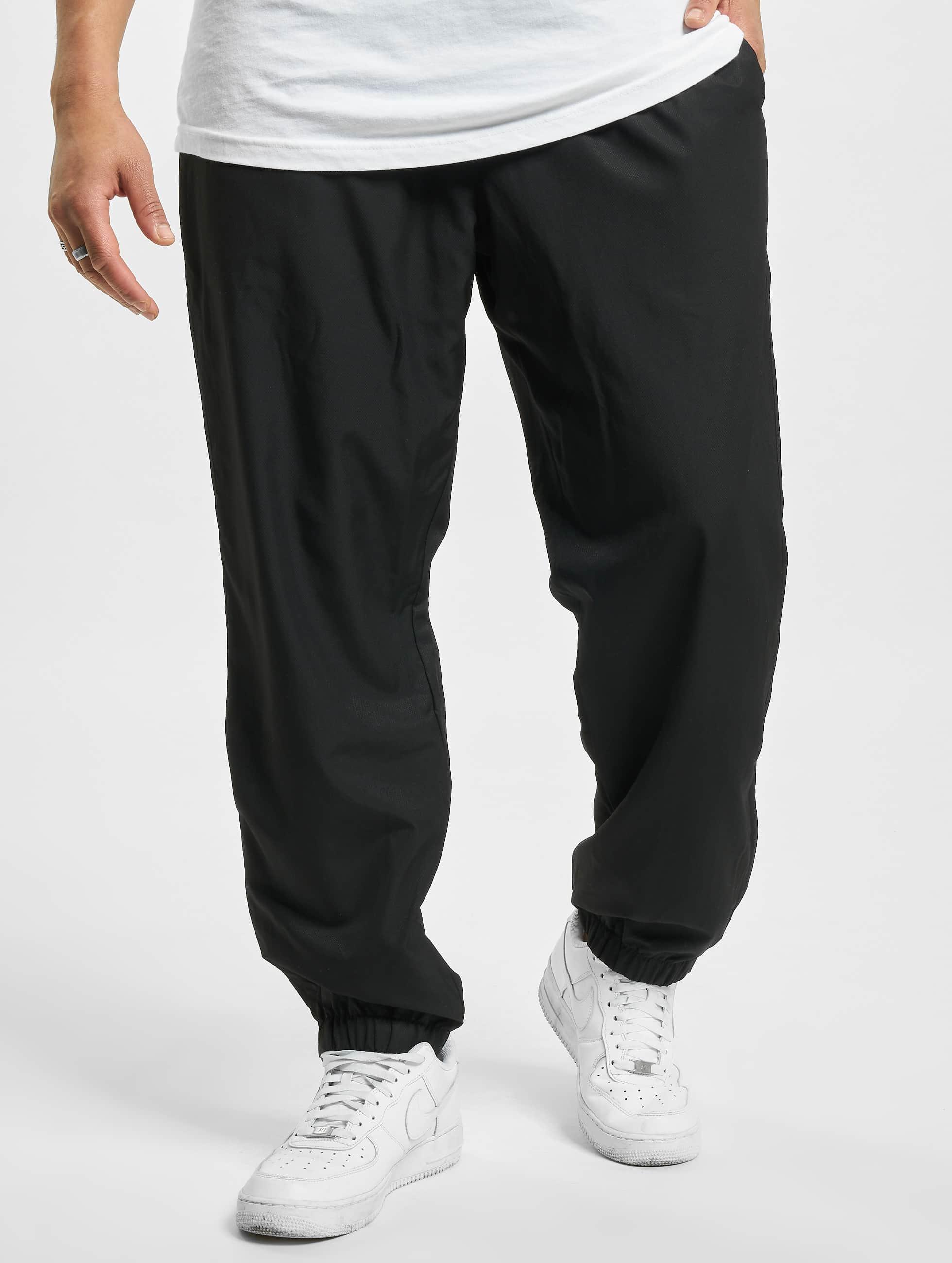 lacoste herren jogginghose classic in schwarz 327709. Black Bedroom Furniture Sets. Home Design Ideas