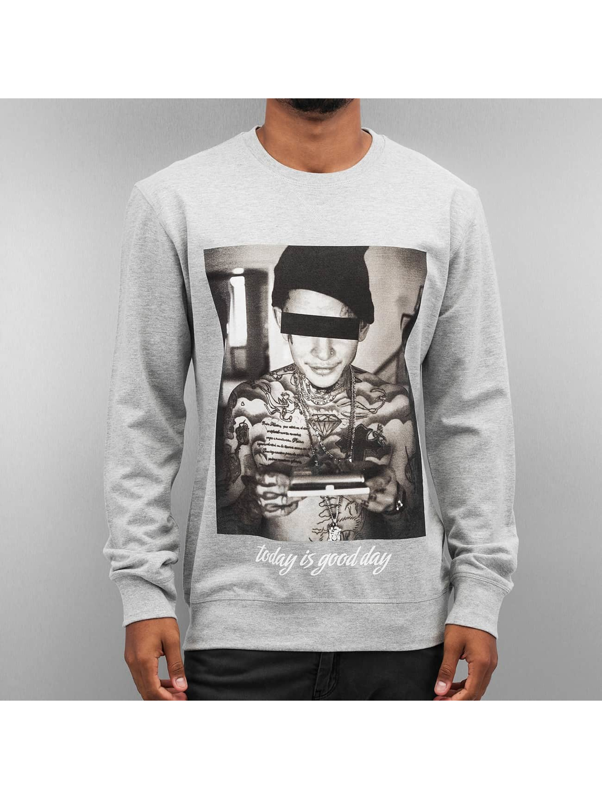 Mister Tee Pullover Good Day grau