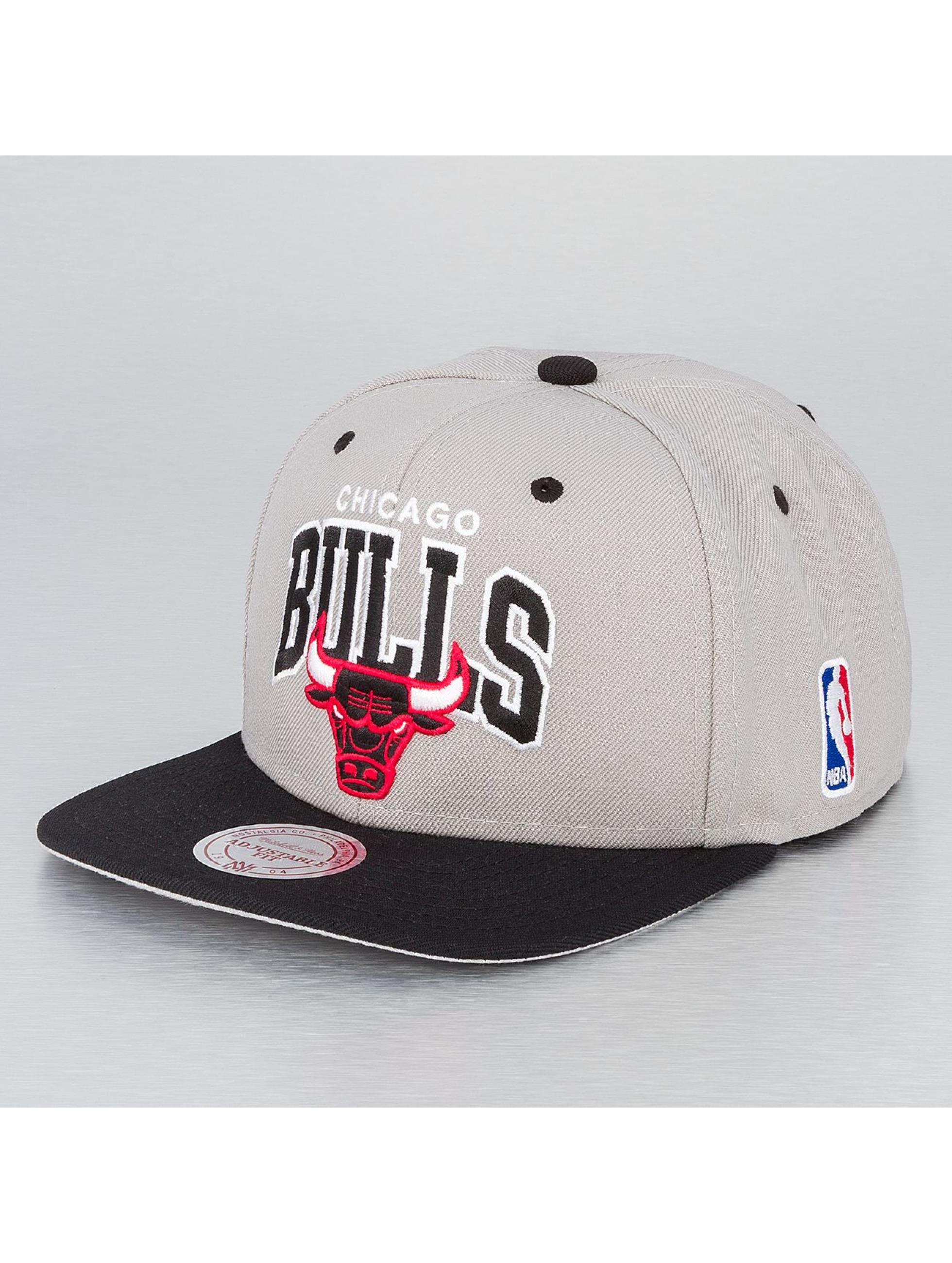 Mitchell & Ness Кепка с застёжкой NBA Chicago Bulls серый