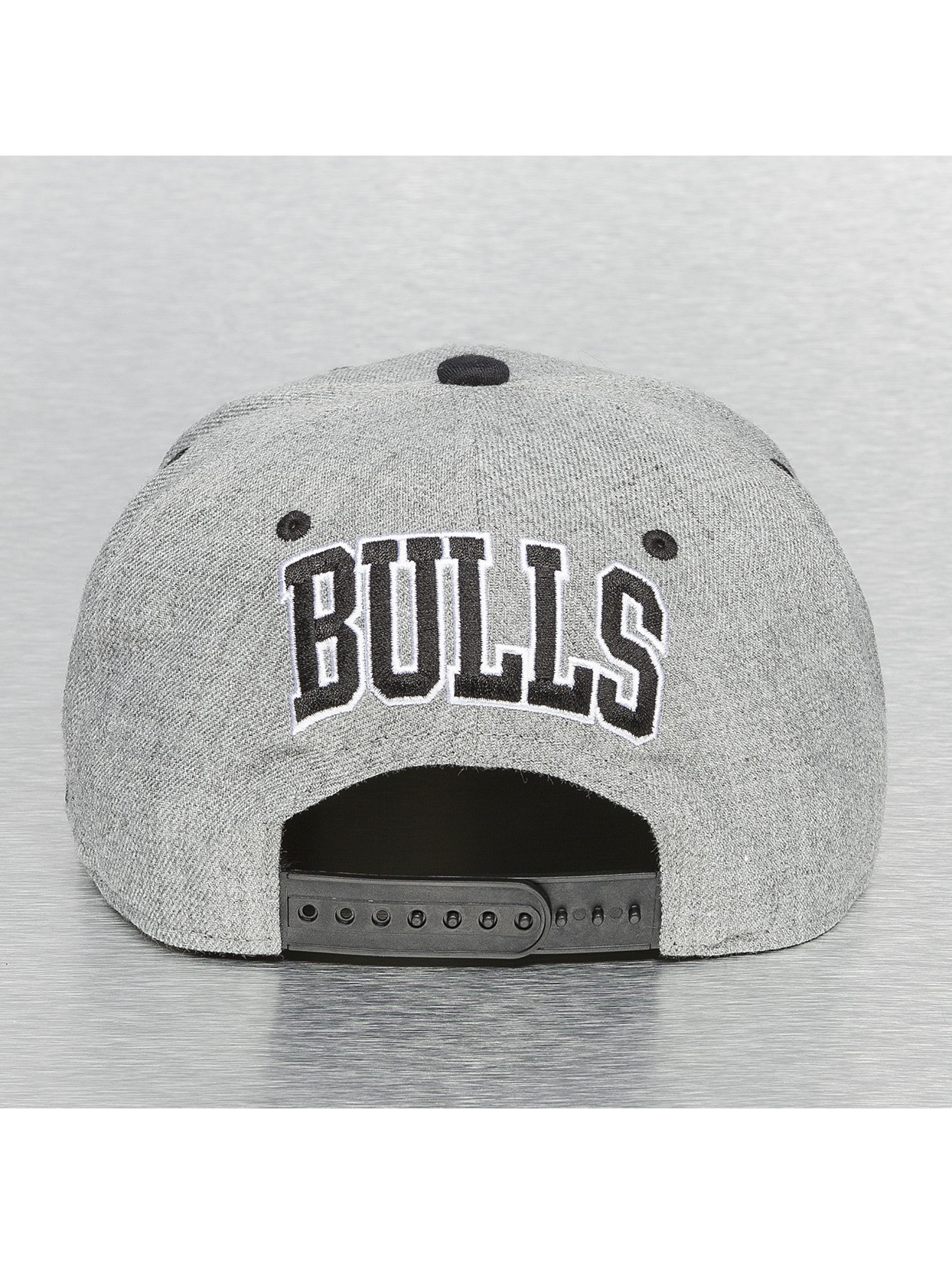 Mitchell & Ness Кепка с застёжкой Back Board Chicago Bulls серый