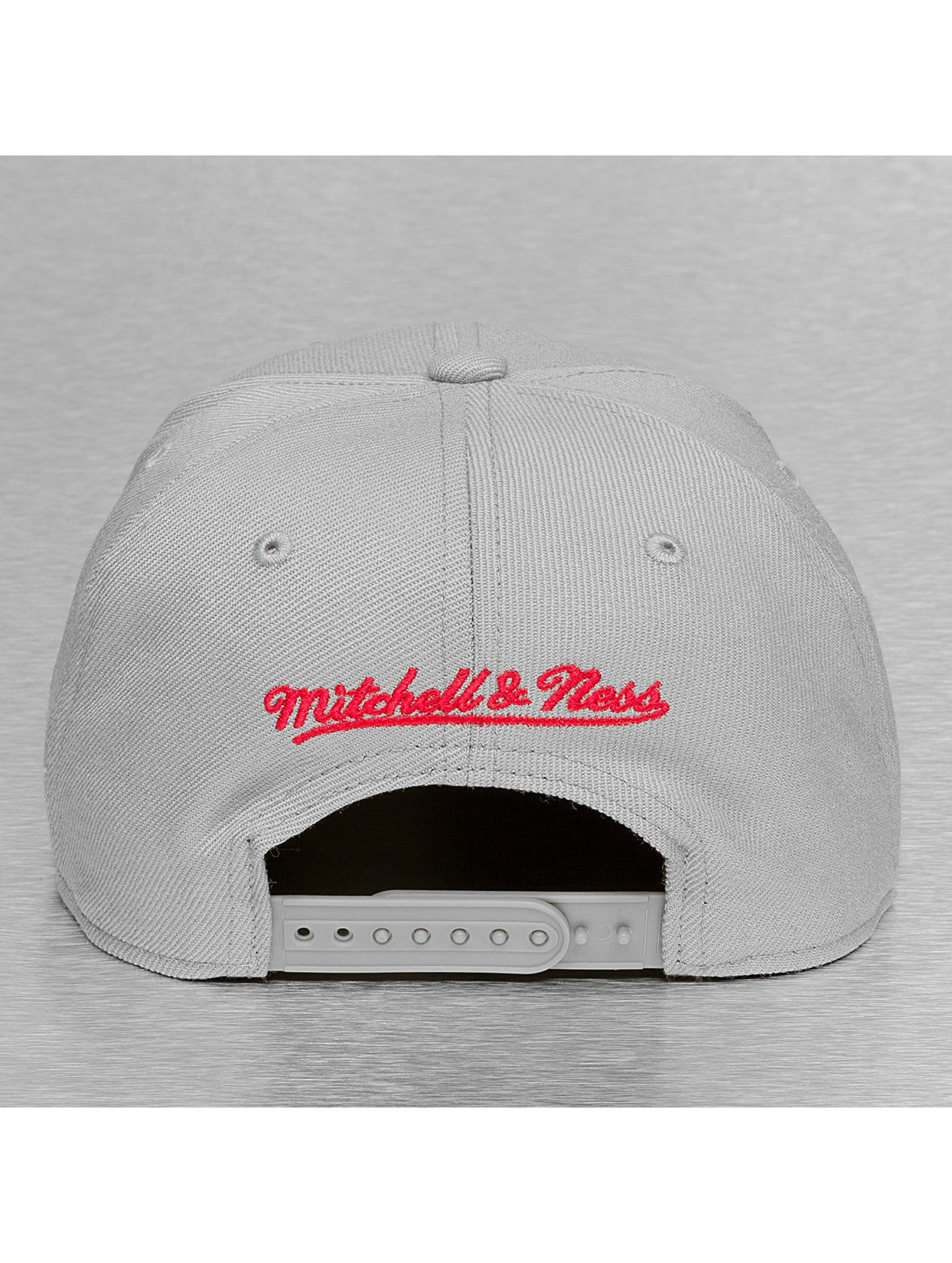 Mitchell & Ness Casquette Snapback & Strapback Black & White Logo Series gris