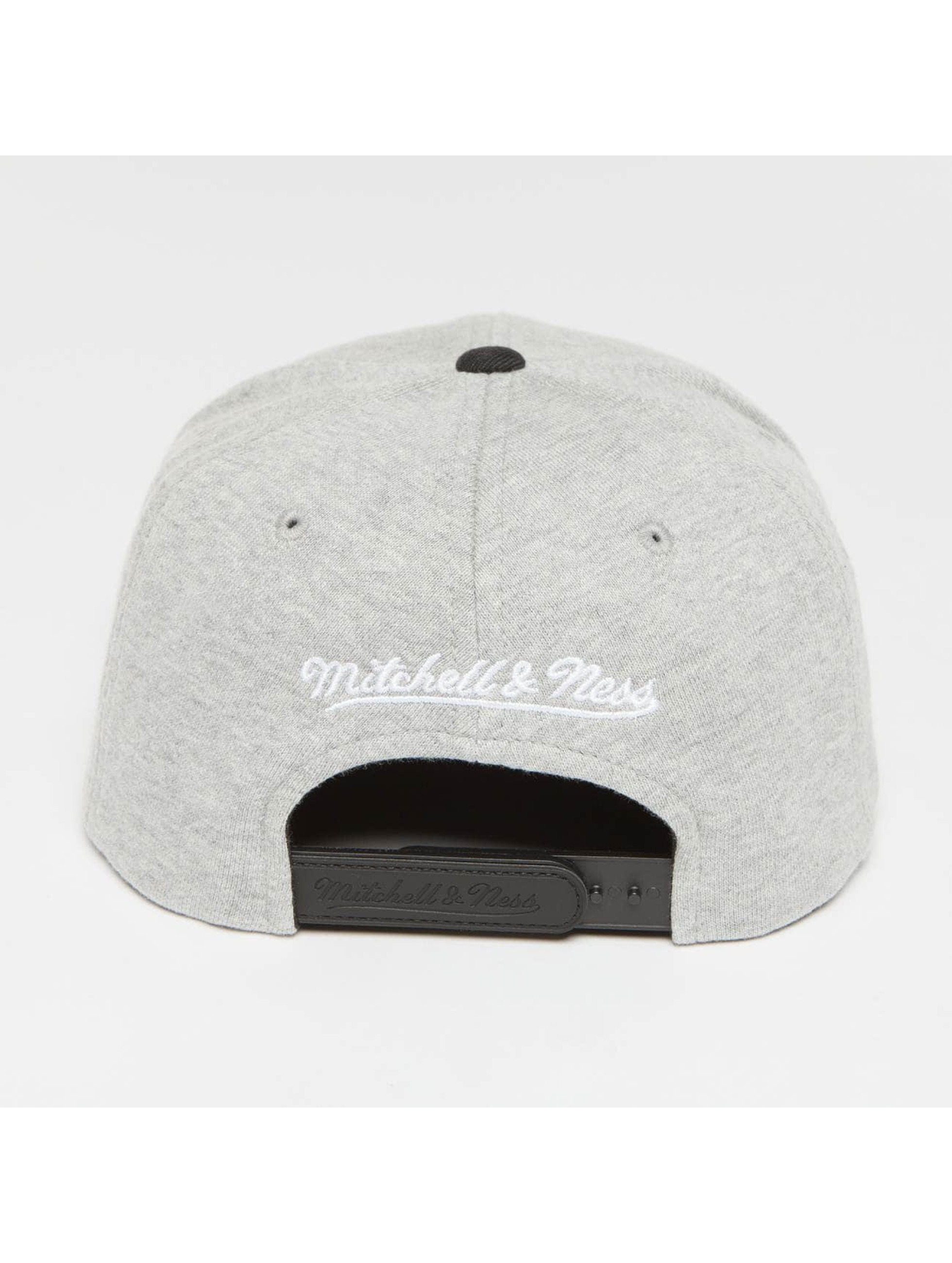 Mitchell & Ness Casquette Snapback & Strapback The 3-Tone NBA Cleveland Cavaliers gris