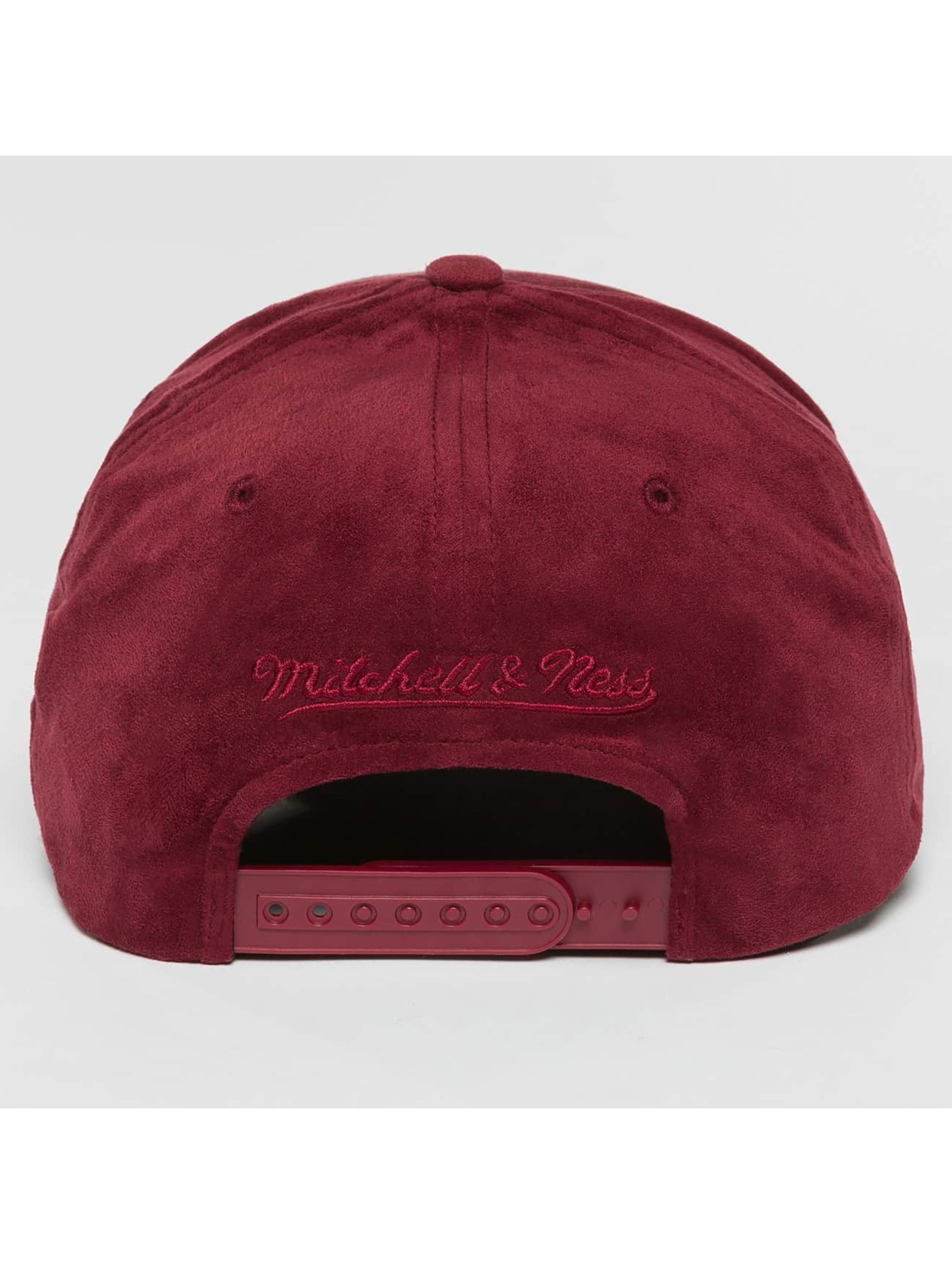 Mitchell & Ness Casquette Snapback & Strapback 110 Curved NBA Cleveland Cavaliers Suede rouge