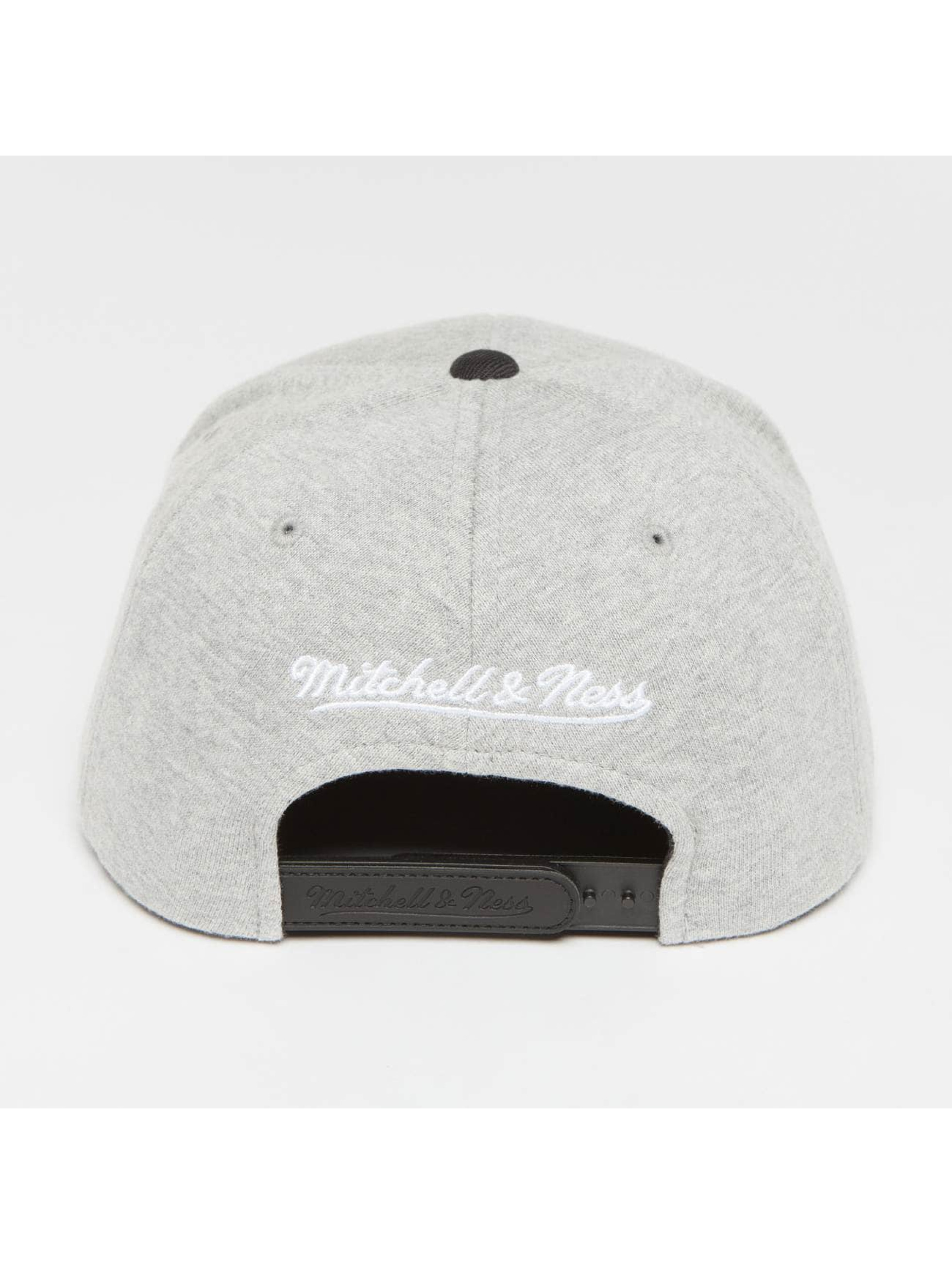 Mitchell & Ness Gorra Snapback The 3-Tone Own Brand Pinscript gris
