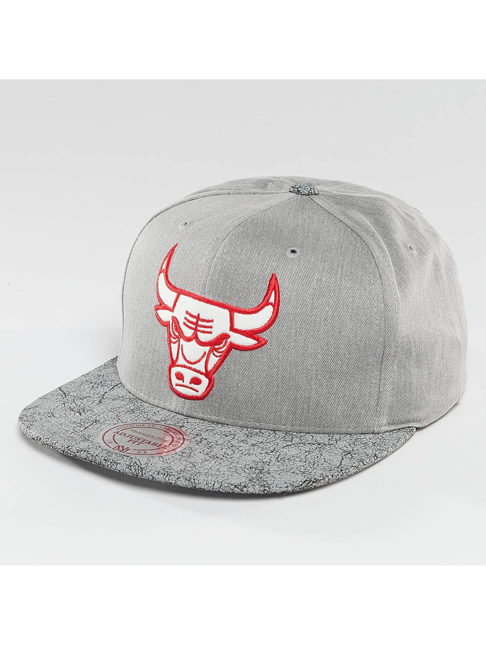 Mitchell & Ness Snapback NBA Cracked Chicago Bulls šedá