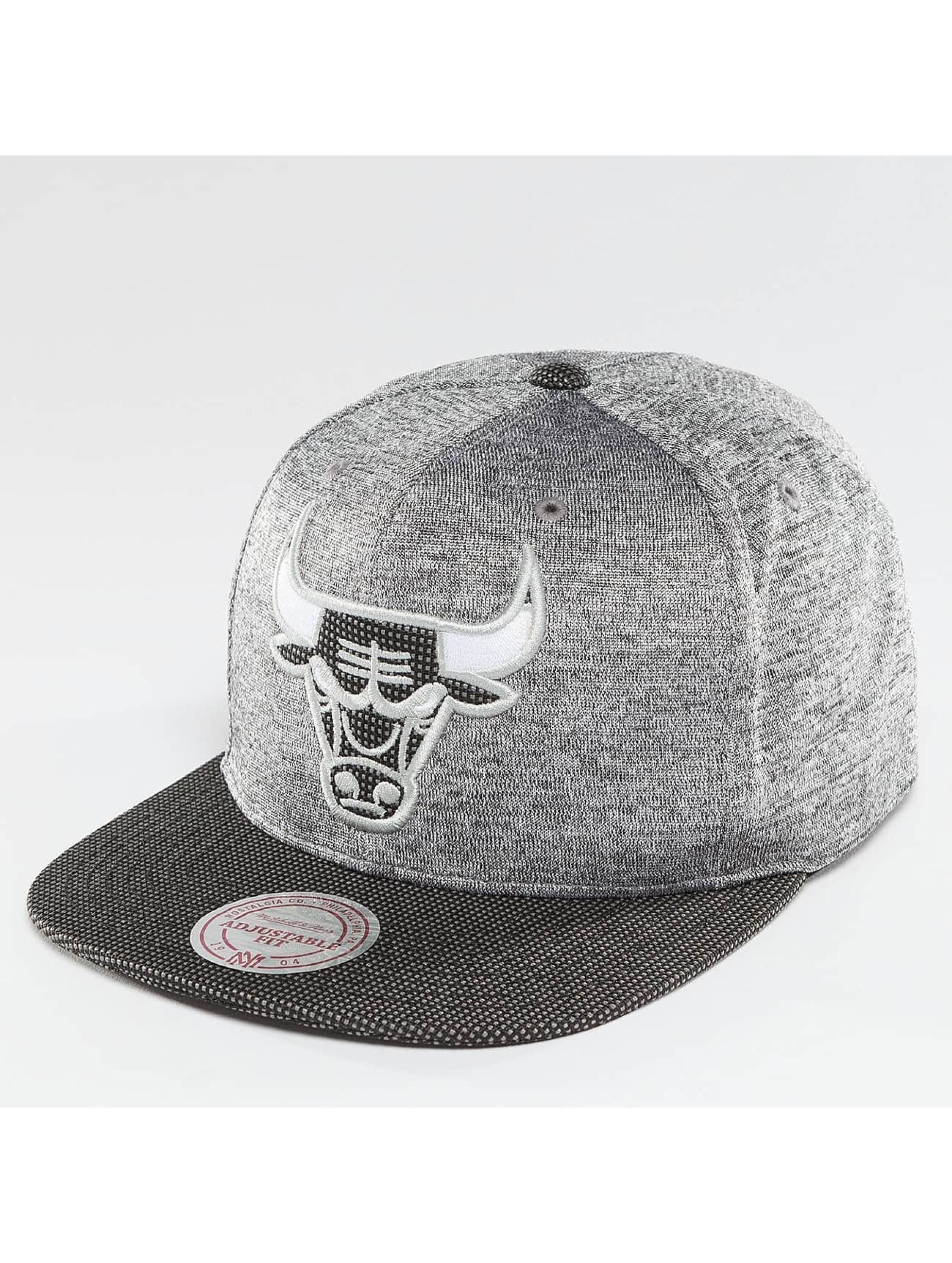 Mitchell & Ness Snapback NBA Space Knit Crown PU Visor Chciago Bulls šedá