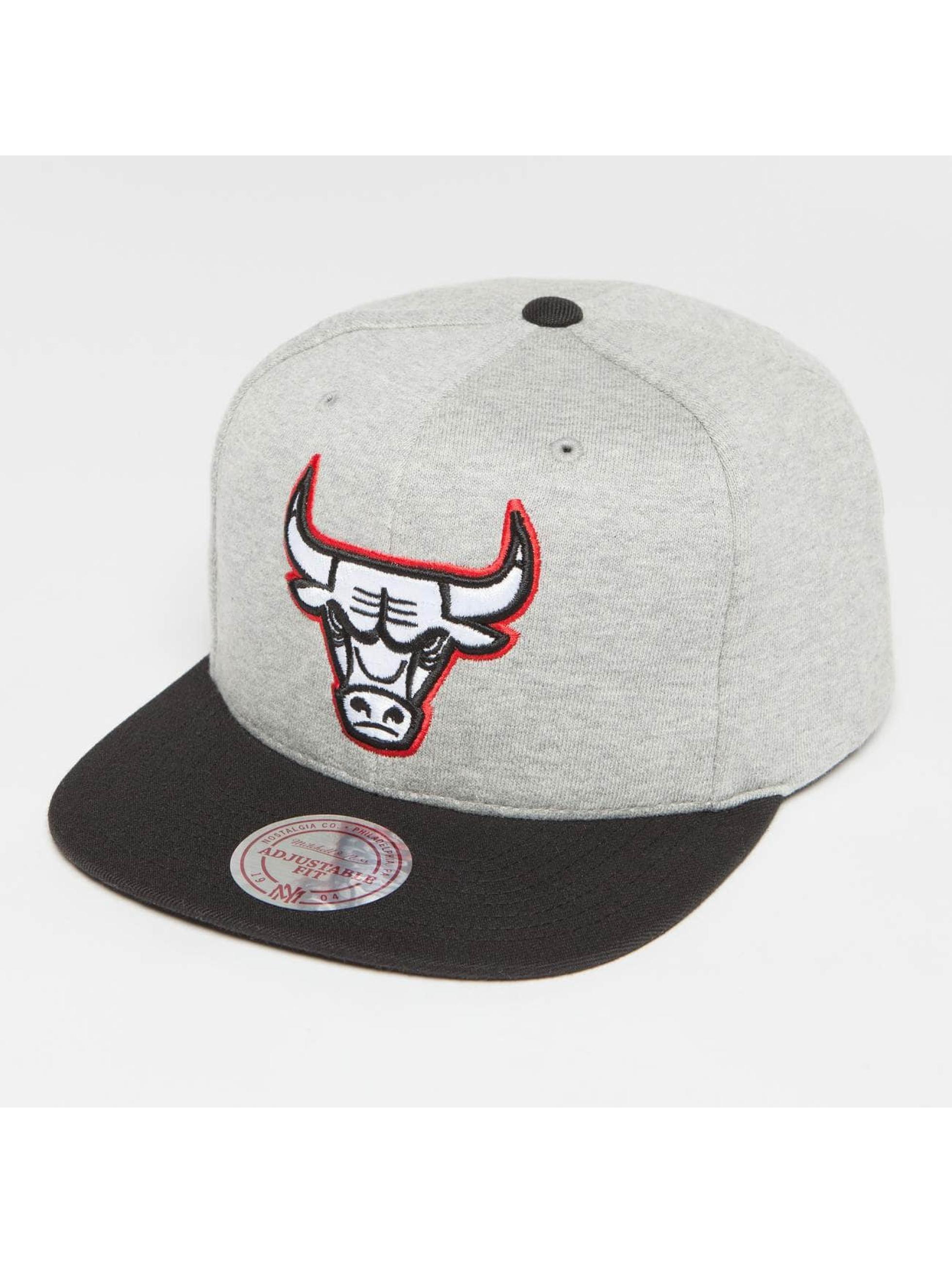 Mitchell & Ness Snapback The 3-Tone NBA Chicago Bulls šedá
