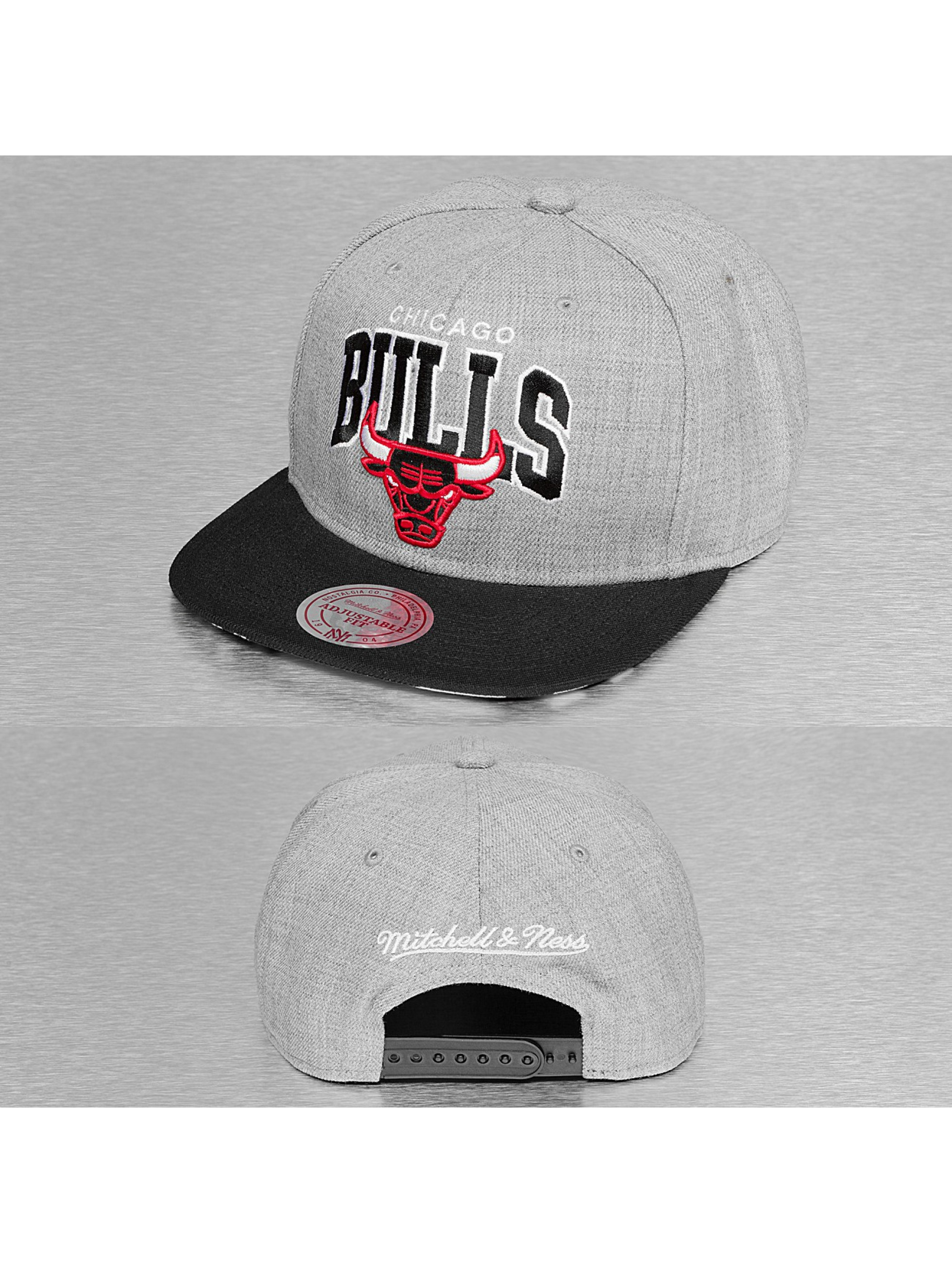 Mitchell & Ness Snapback Cap Black USA Chicago Bulls grau