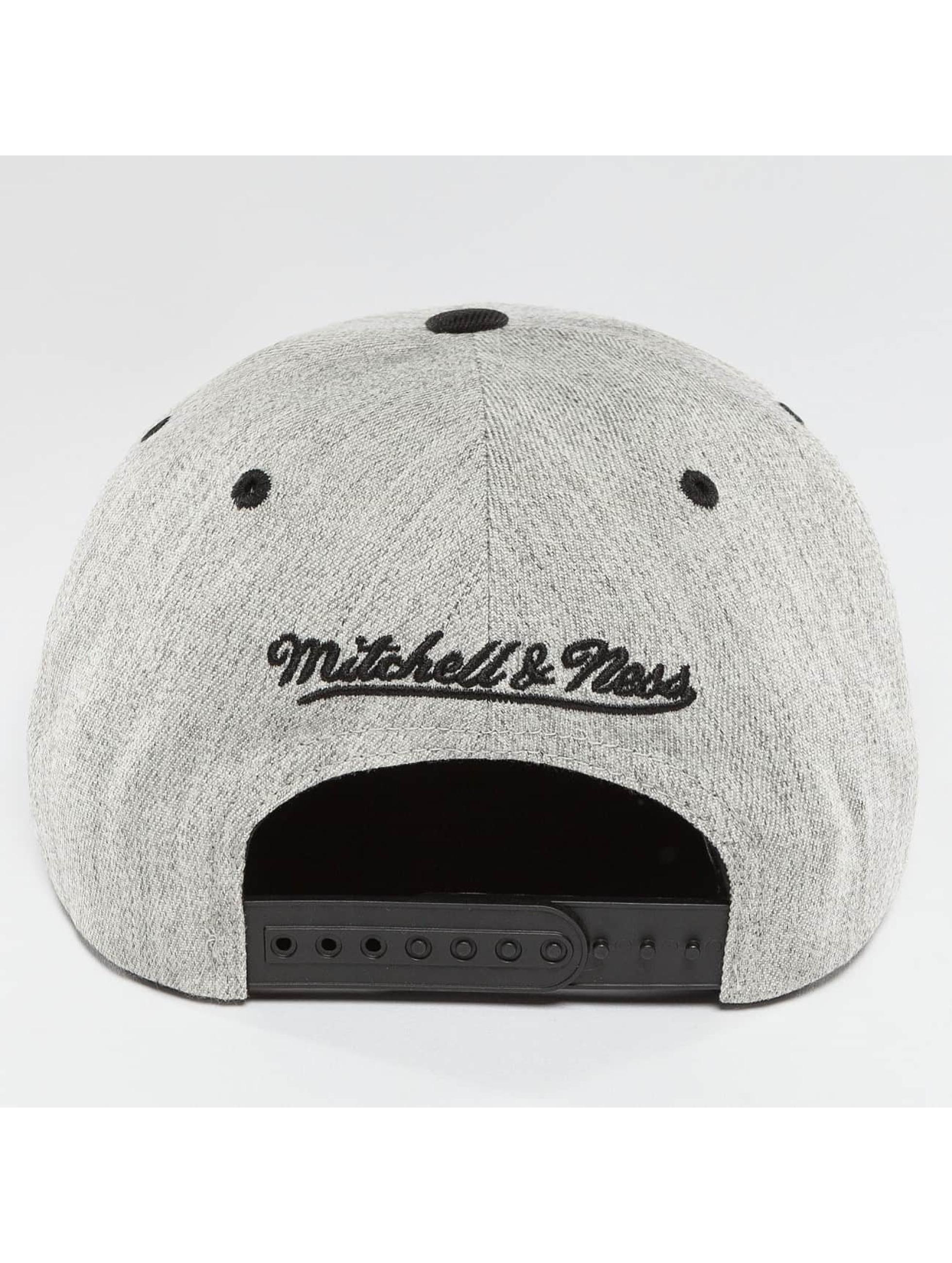 Mitchell & Ness Snapback Cap NBA 3-Tone Logo Cleveland Cavaliers grau