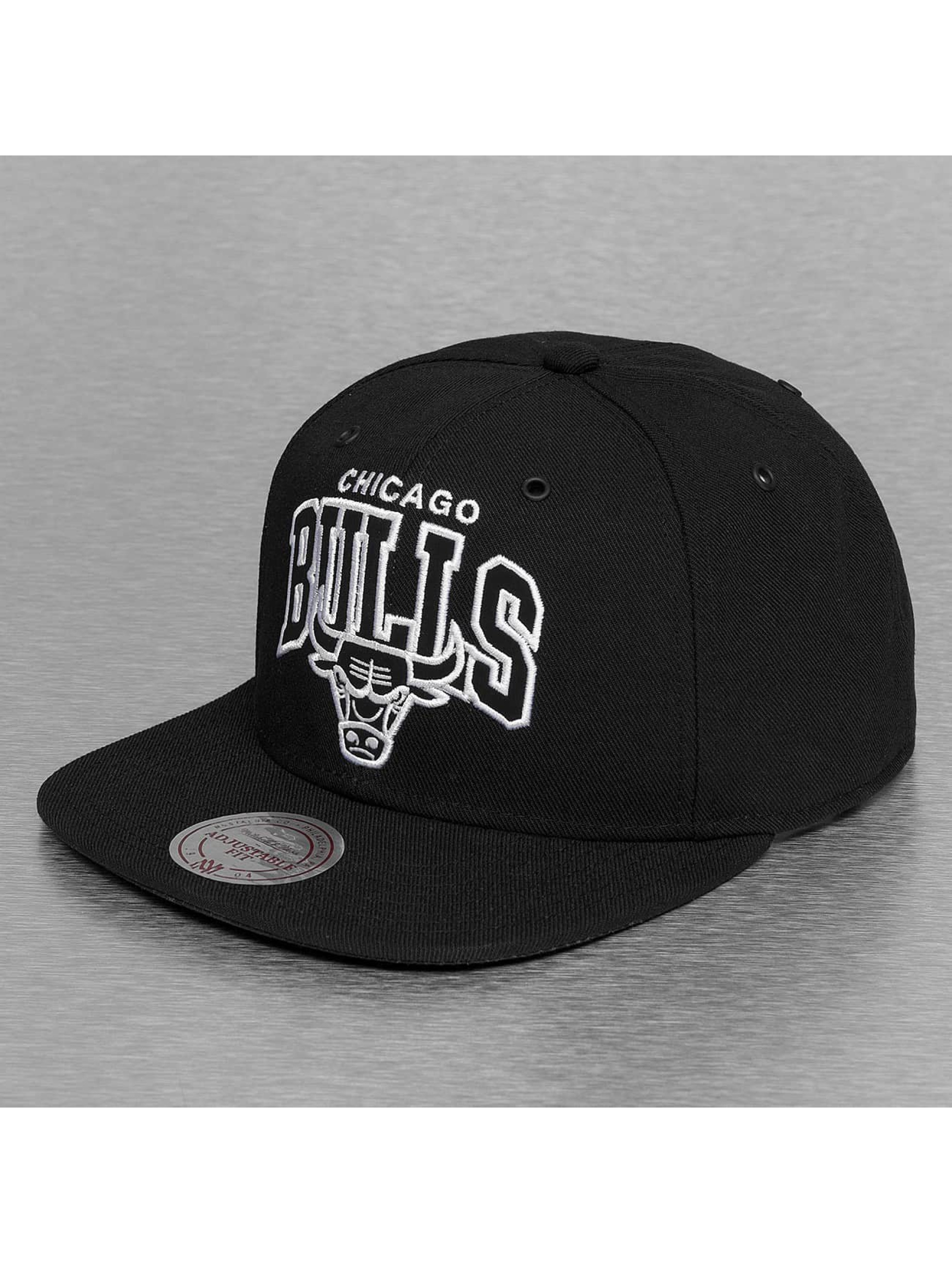 Mitchell & Ness Snapback Cap Black and White Arch Chicago Bulls schwarz