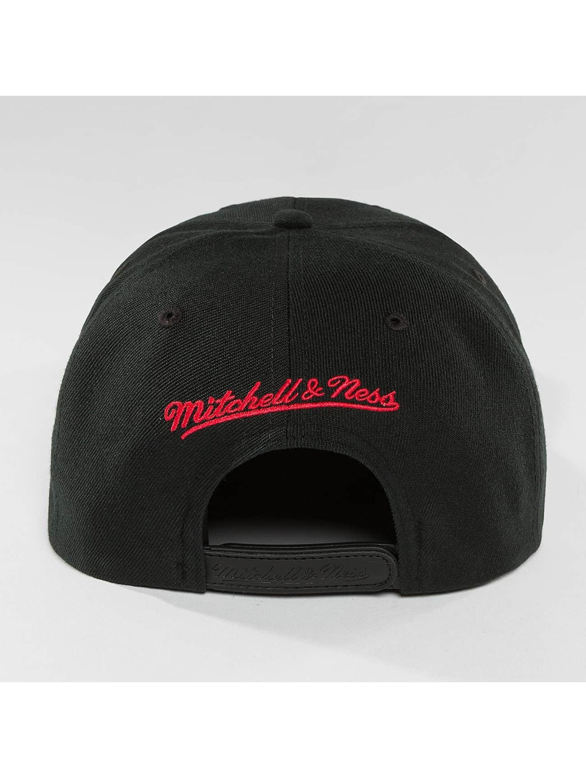 Mitchell & Ness Snapback Cap Red Pop Chicago Bulls schwarz