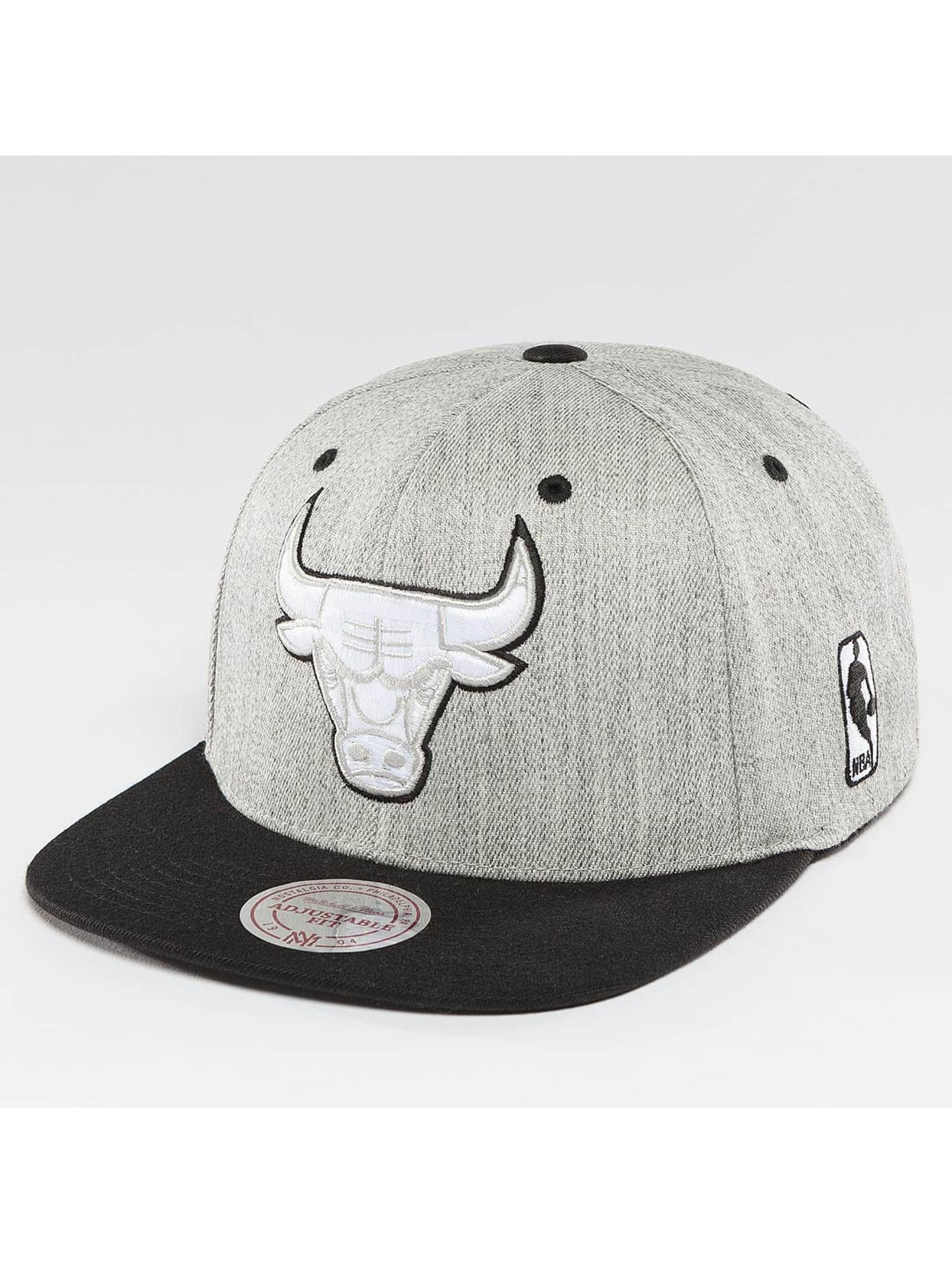 Mitchell & Ness Snapback Caps NBA 3-Tone Logo Chicago Bulls šedá