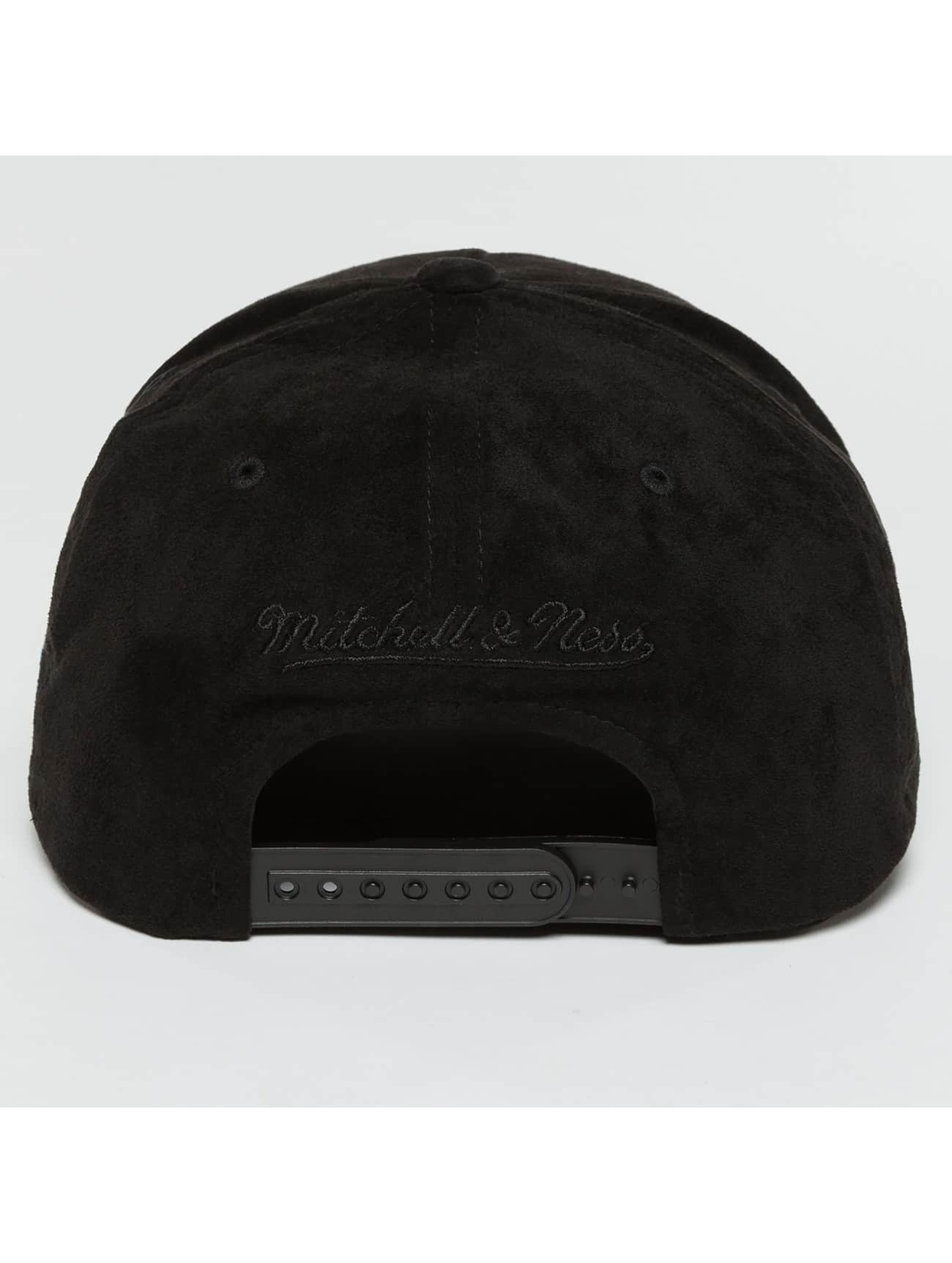 Mitchell & Ness Snapback Caps 110 Curved NBA Chicago Bulls Suede musta