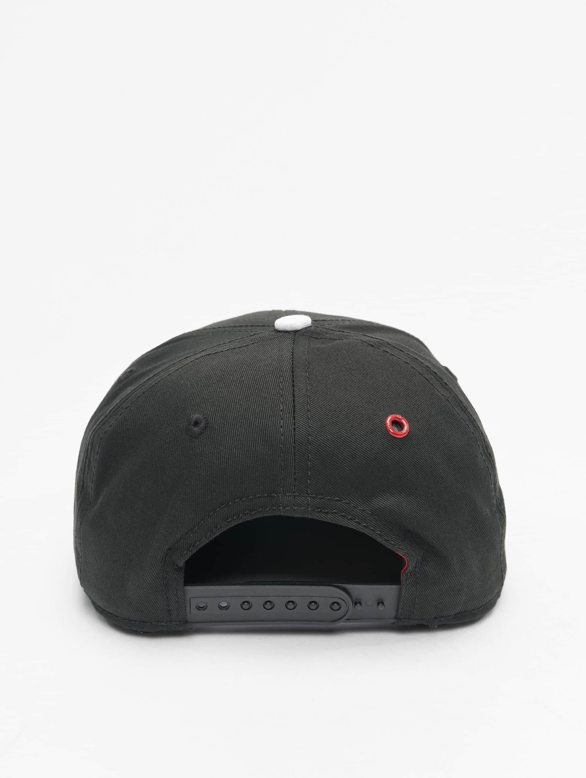 MSTRDS Snapback Caps V Letter musta