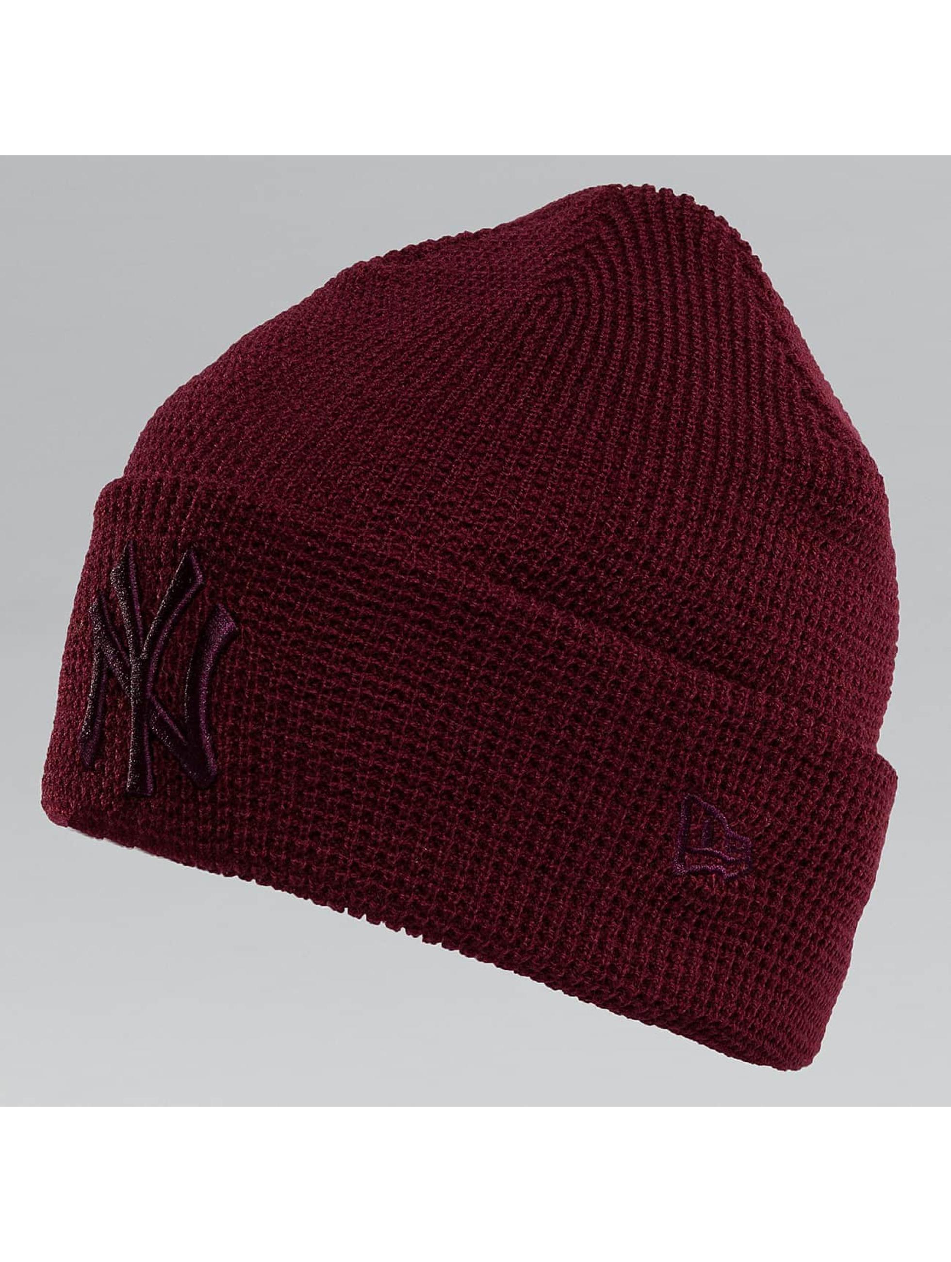 New Era Pipot New Era Essential Waffle Knit NY Yankees Beanie punainen