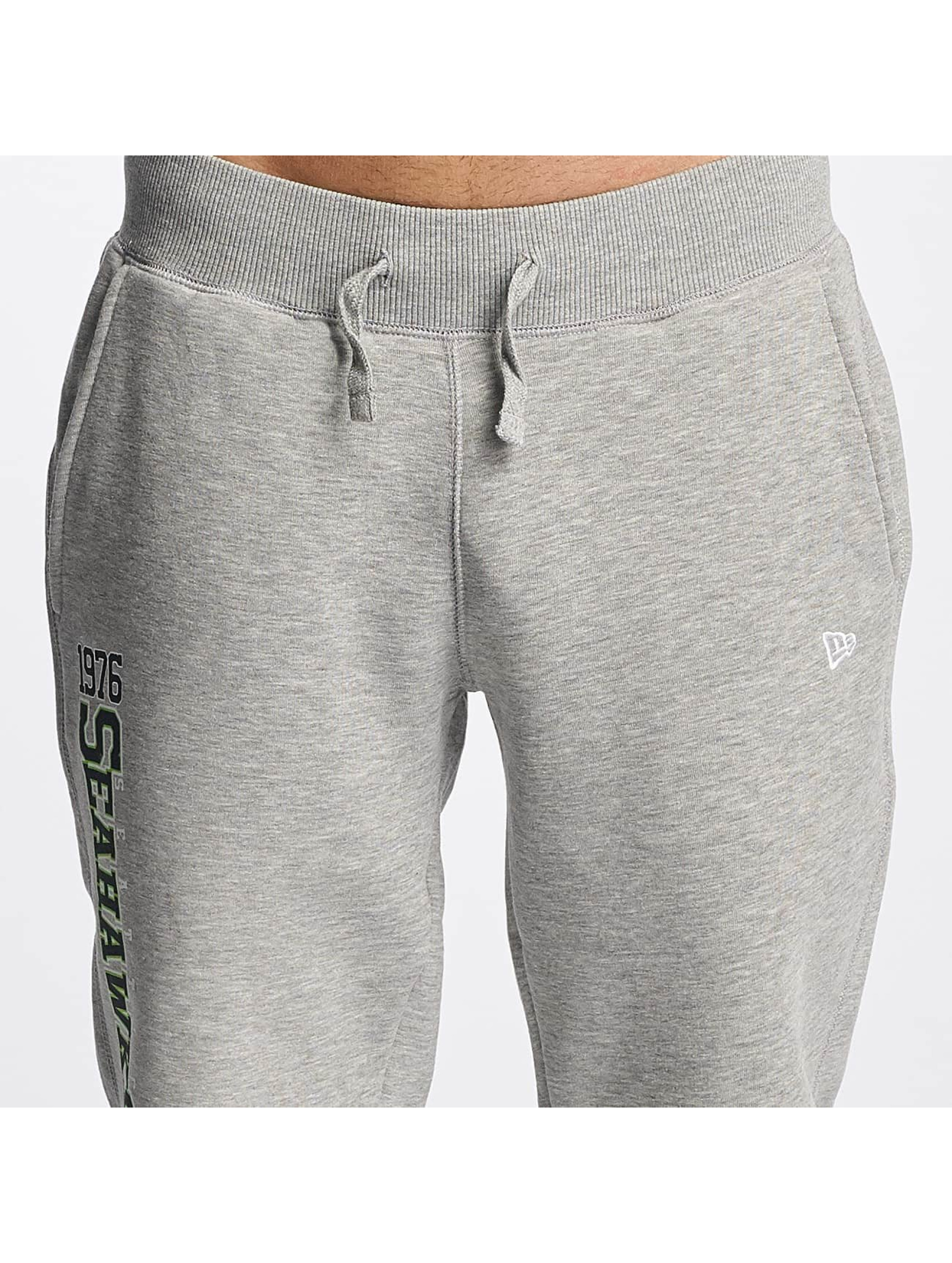New Era Spodnie do joggingu Team Wordmark Seattle Seahawks Tracker szary