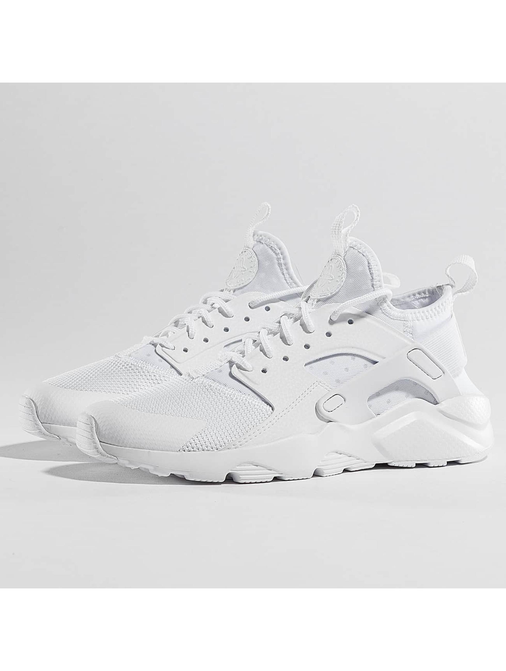 Nike Chaussures / Baskets Air Huarache Run Ultra en blanc