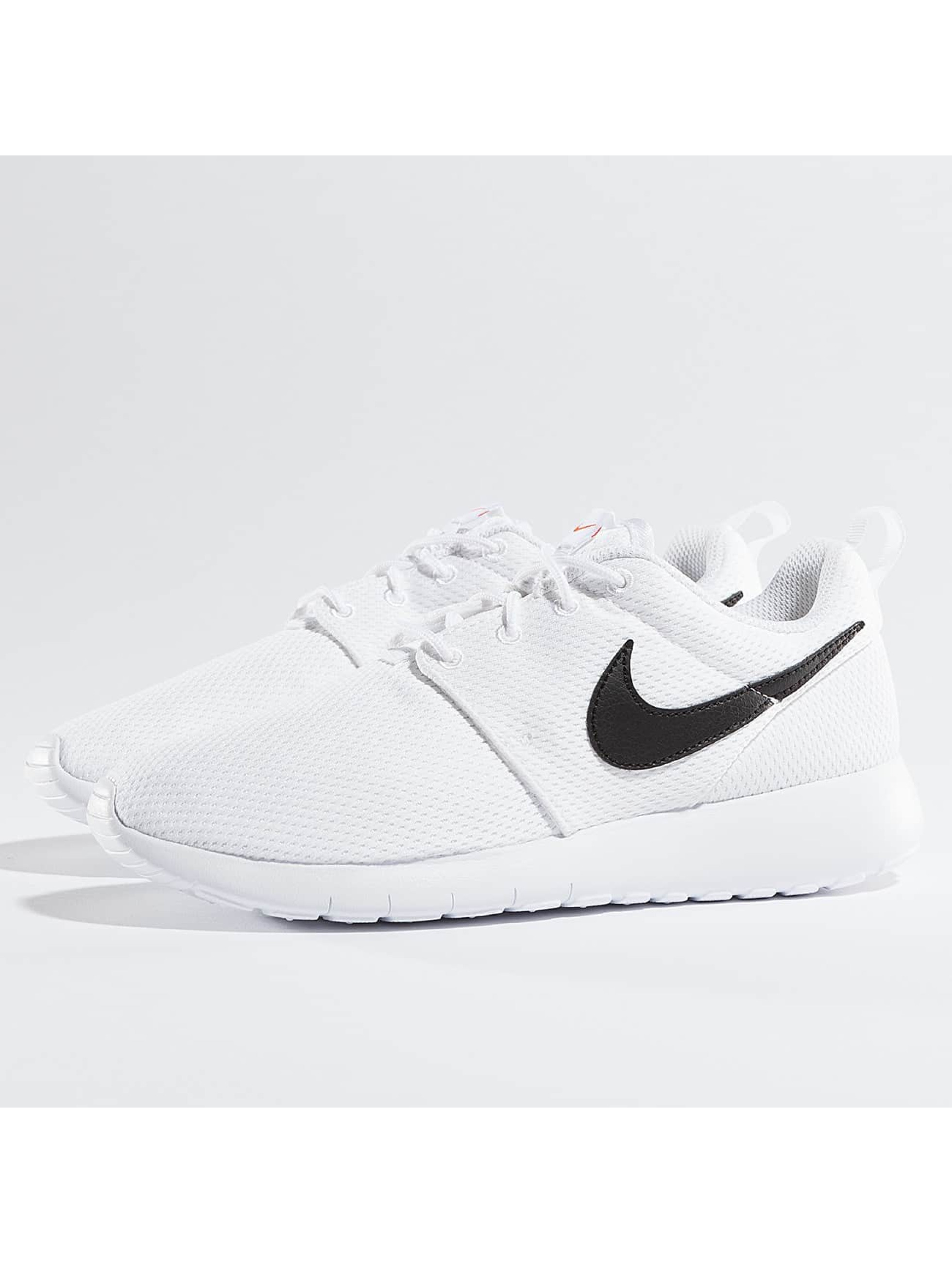 Nike Chaussures / Baskets Roshe One en blanc