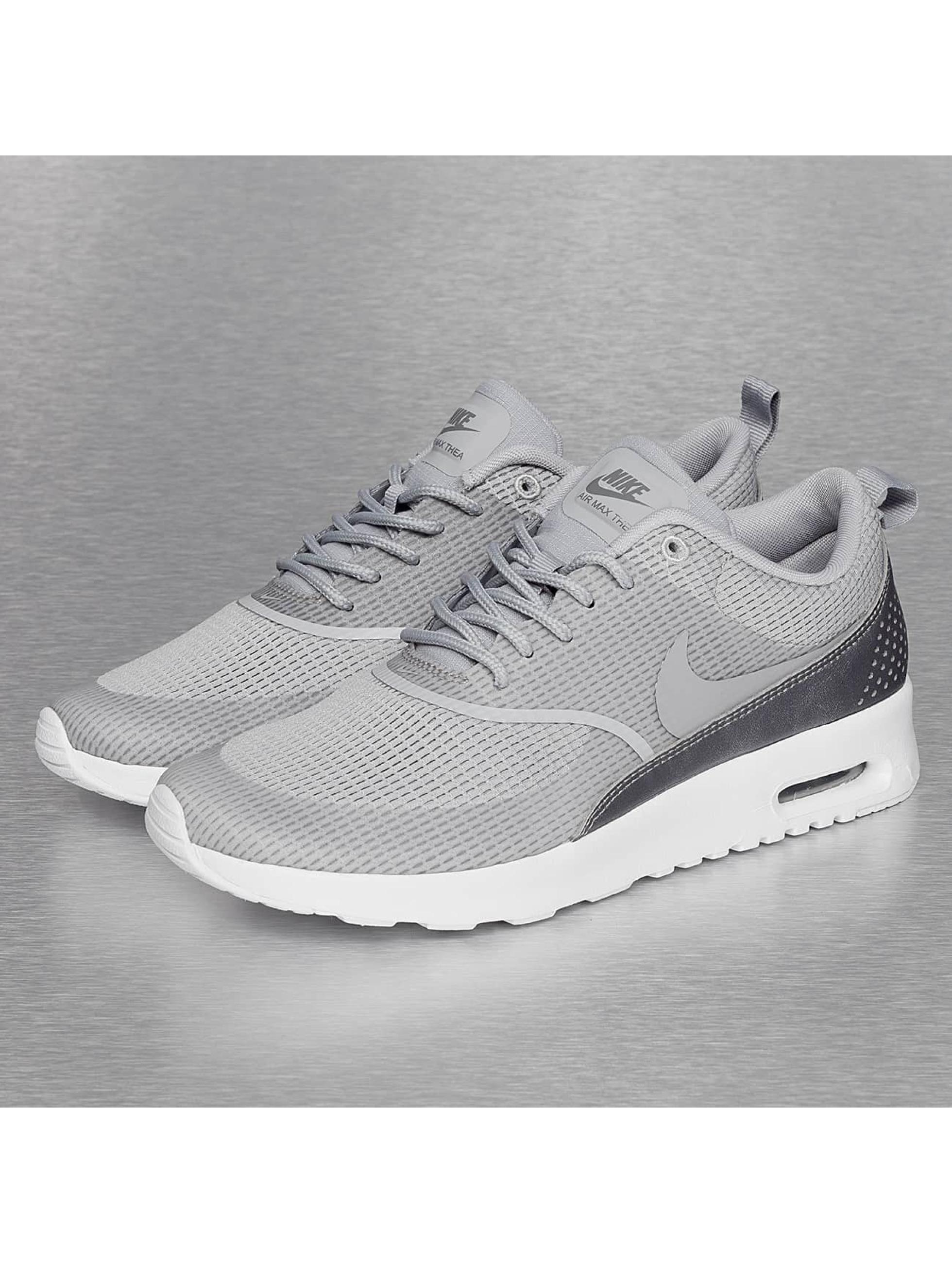 Nike Chaussures / Baskets Air Max Thea en gris